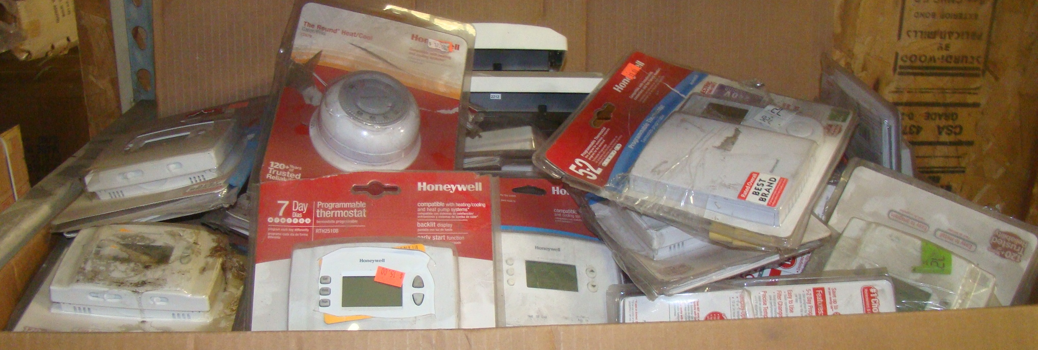 Lot 38 - Large box of thermostats