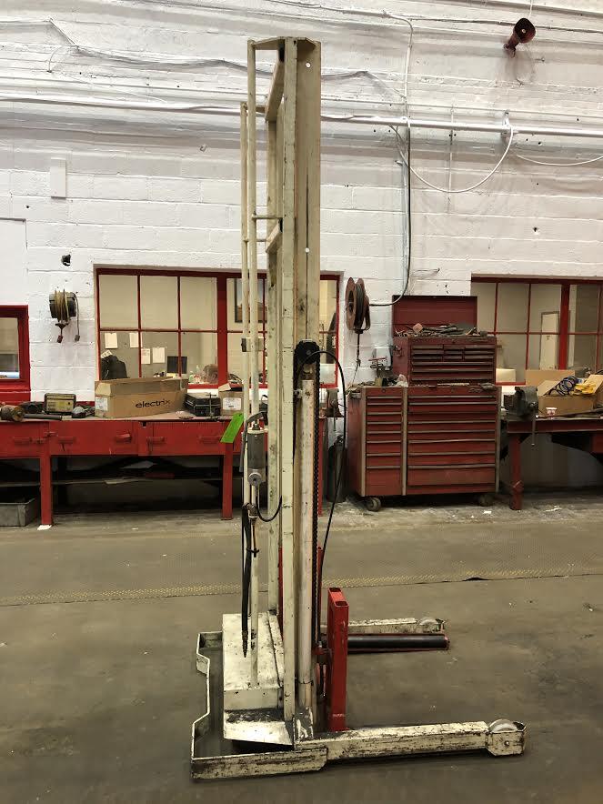 Lot 11 - Stertil Transmission Lift