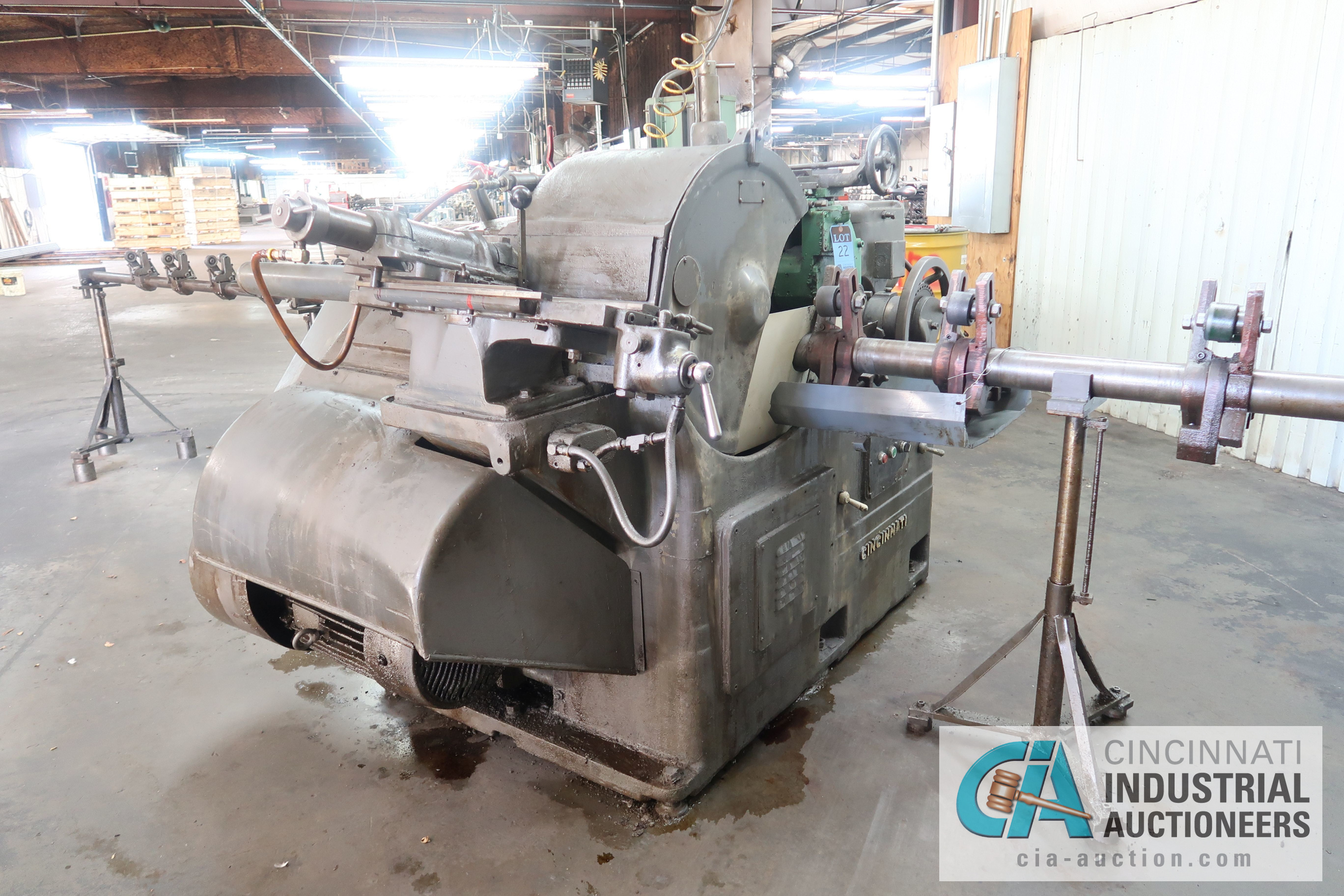 CINCINNATI MODEL 3 CENTERLESS GRINDER; S/N 3M3H5A-37 WITH INFEED AND OUTFEED CONVEYORS - Image 3 of 5