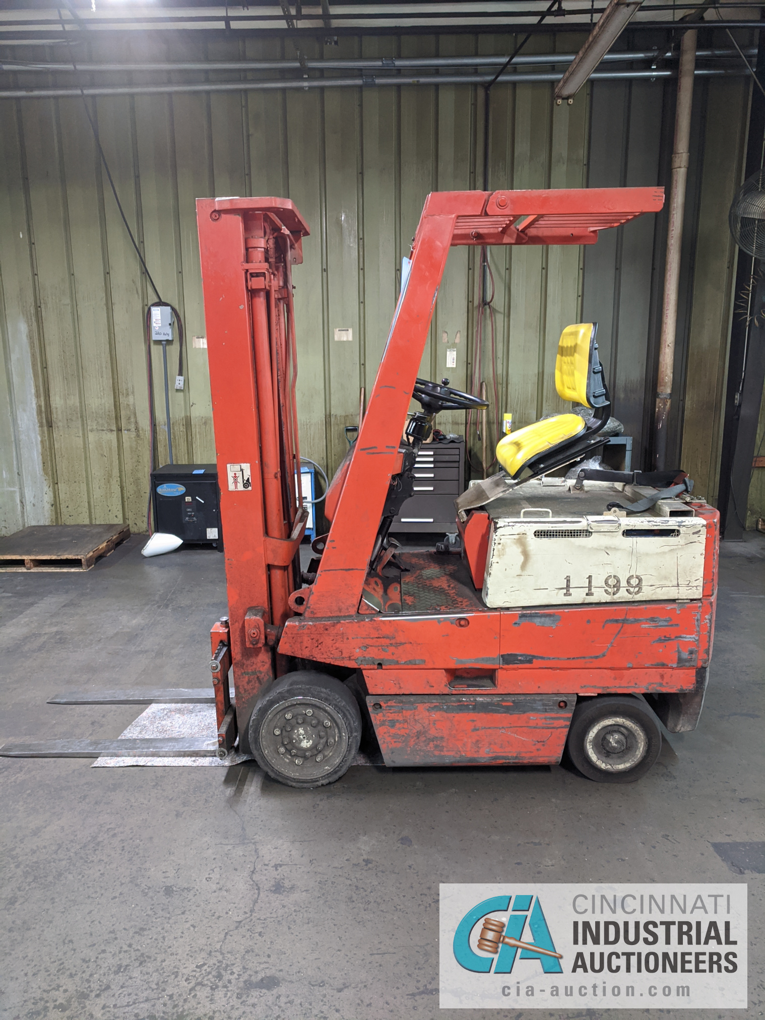 TOYOTA SIT-DOWN ELECTRIC LIFT TRUCK - Image 6 of 10
