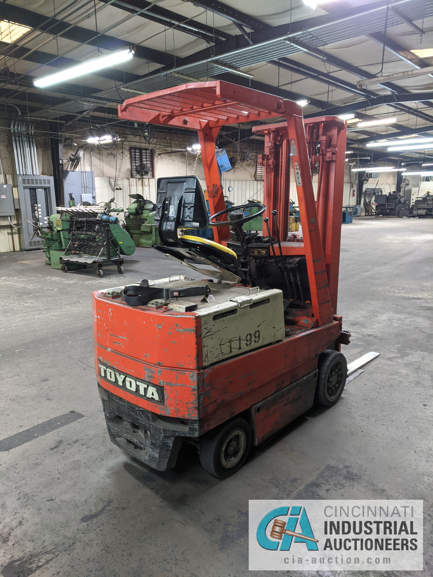 TOYOTA SIT-DOWN ELECTRIC LIFT TRUCK - Image 3 of 10
