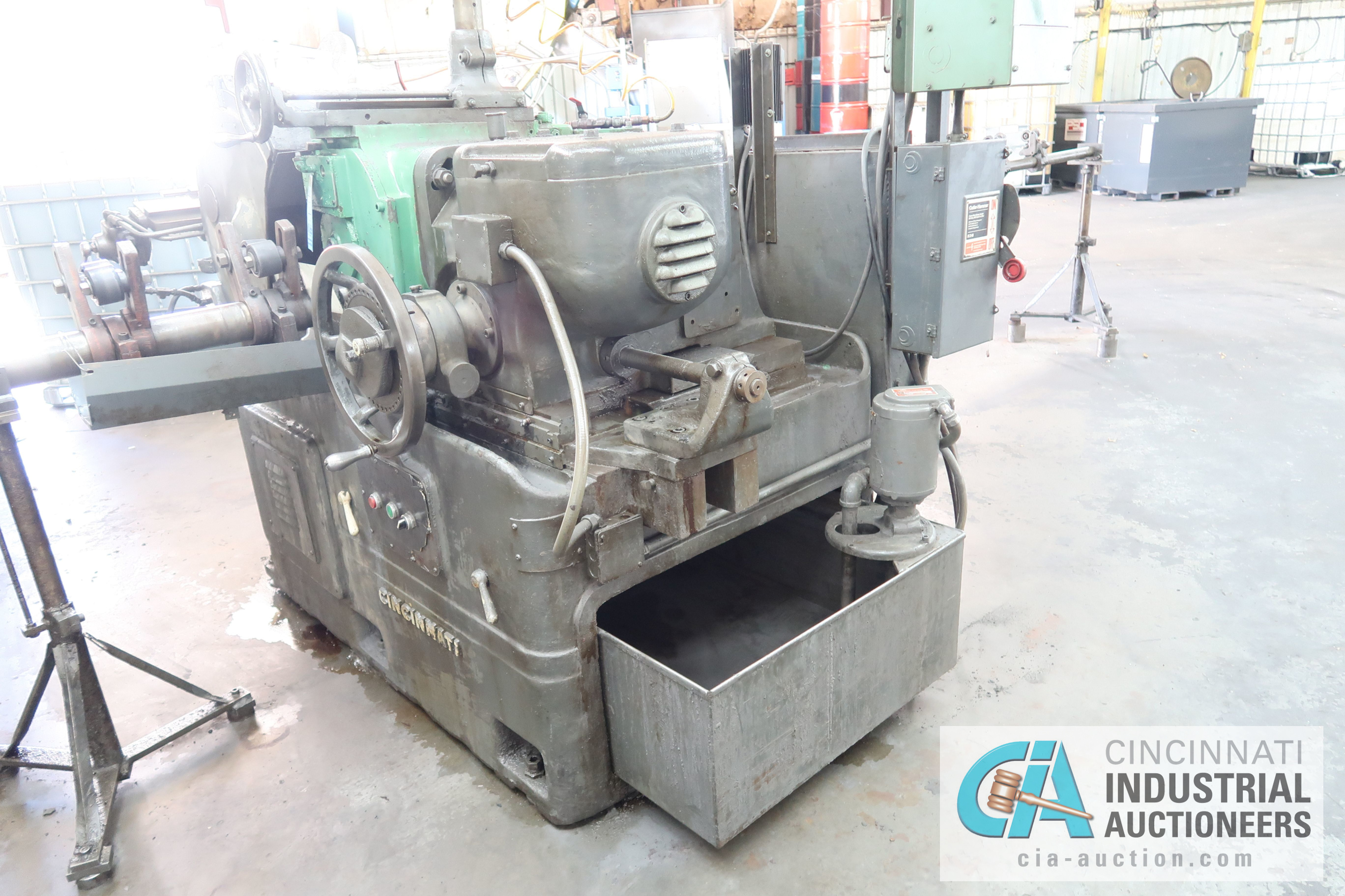 CINCINNATI MODEL 3 CENTERLESS GRINDER; S/N 3M3H5A-37 WITH INFEED AND OUTFEED CONVEYORS - Image 5 of 5