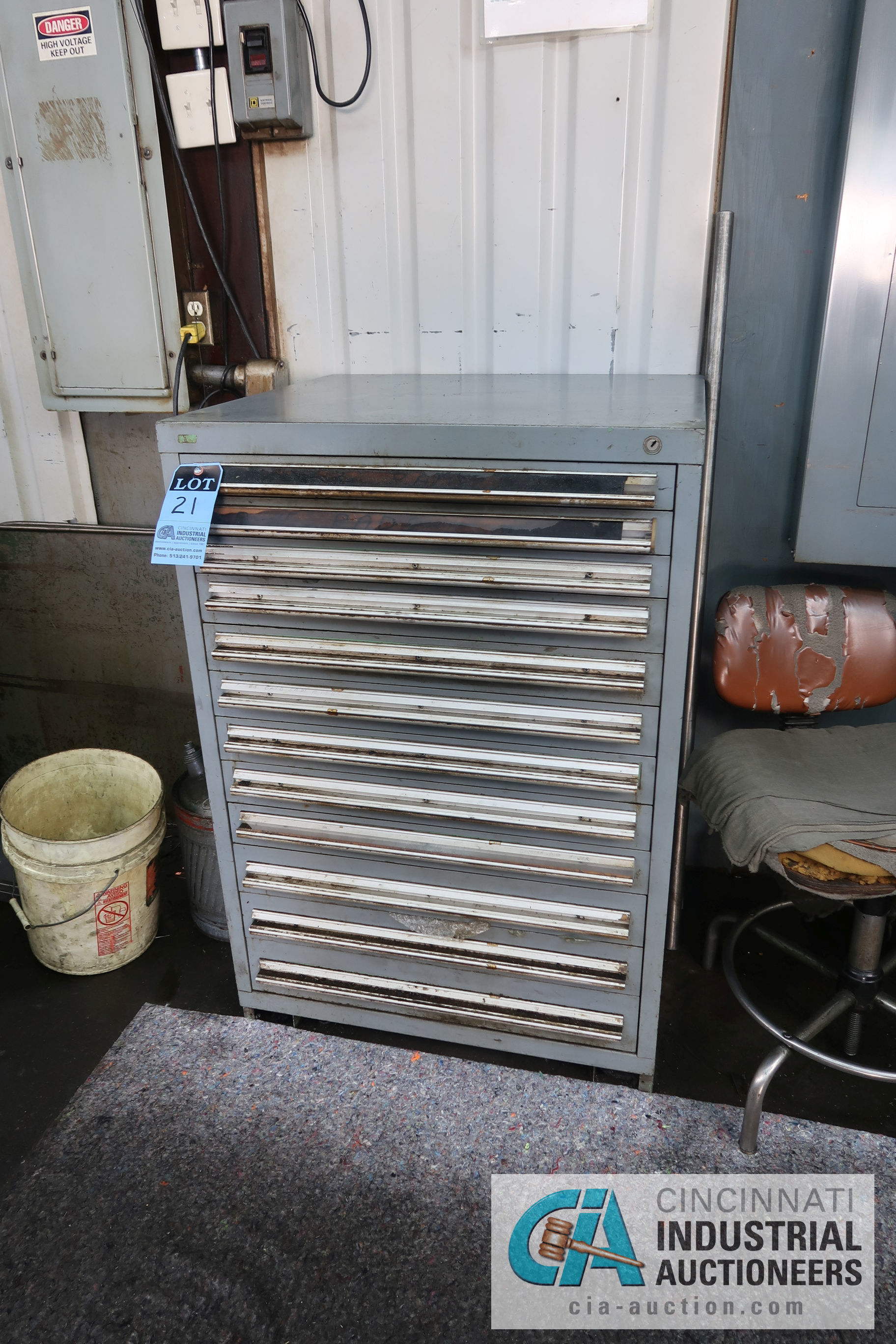 Lot 21 - (LOT) MISCELLANEOUS DAVENPORT TOOLING WITH 12-DRAWER LISTA STYLE TOOL CABINET