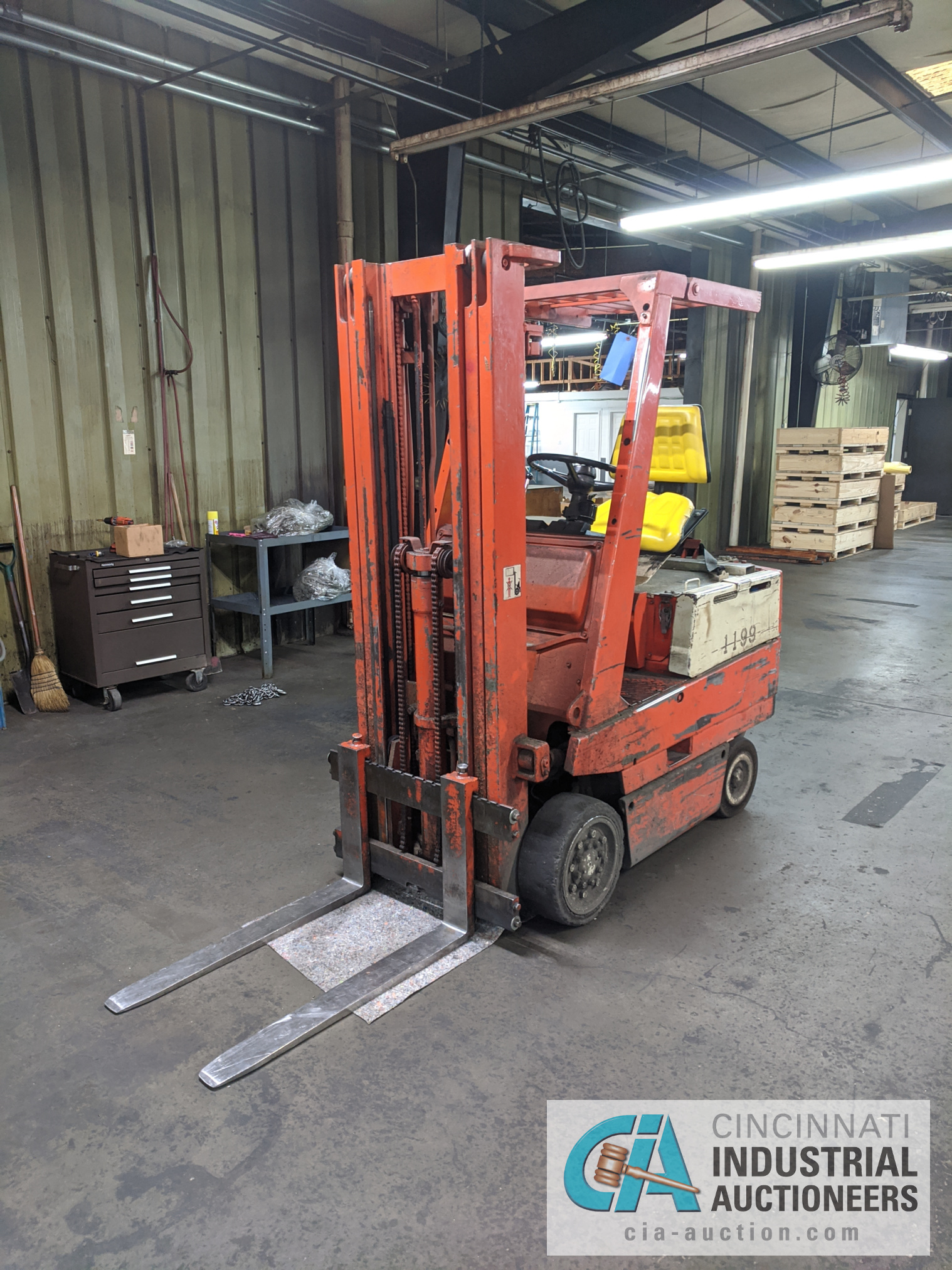 TOYOTA SIT-DOWN ELECTRIC LIFT TRUCK - Image 7 of 10