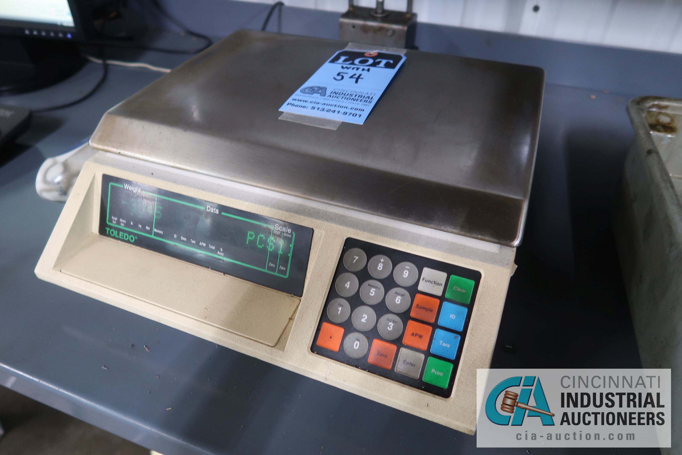 100 LB. CAPACITY METTLER-TOLEDO MODEL 8582 COUNTING SCALES WITH (1) 65 LB. CAPACITY ULINE MODEL H- - Image 2 of 3