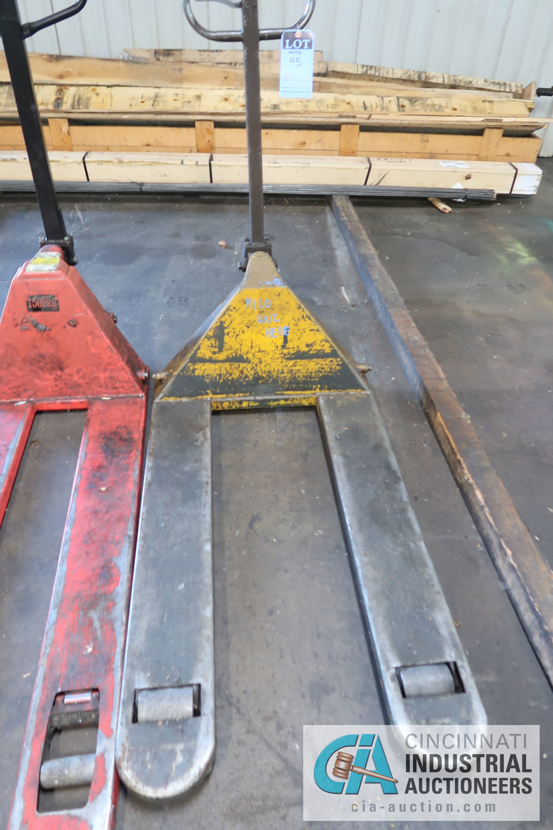 5,000 LB. AND 1,500 KG HAND HYDRAULIC PALLET TRUCKS - Image 3 of 3