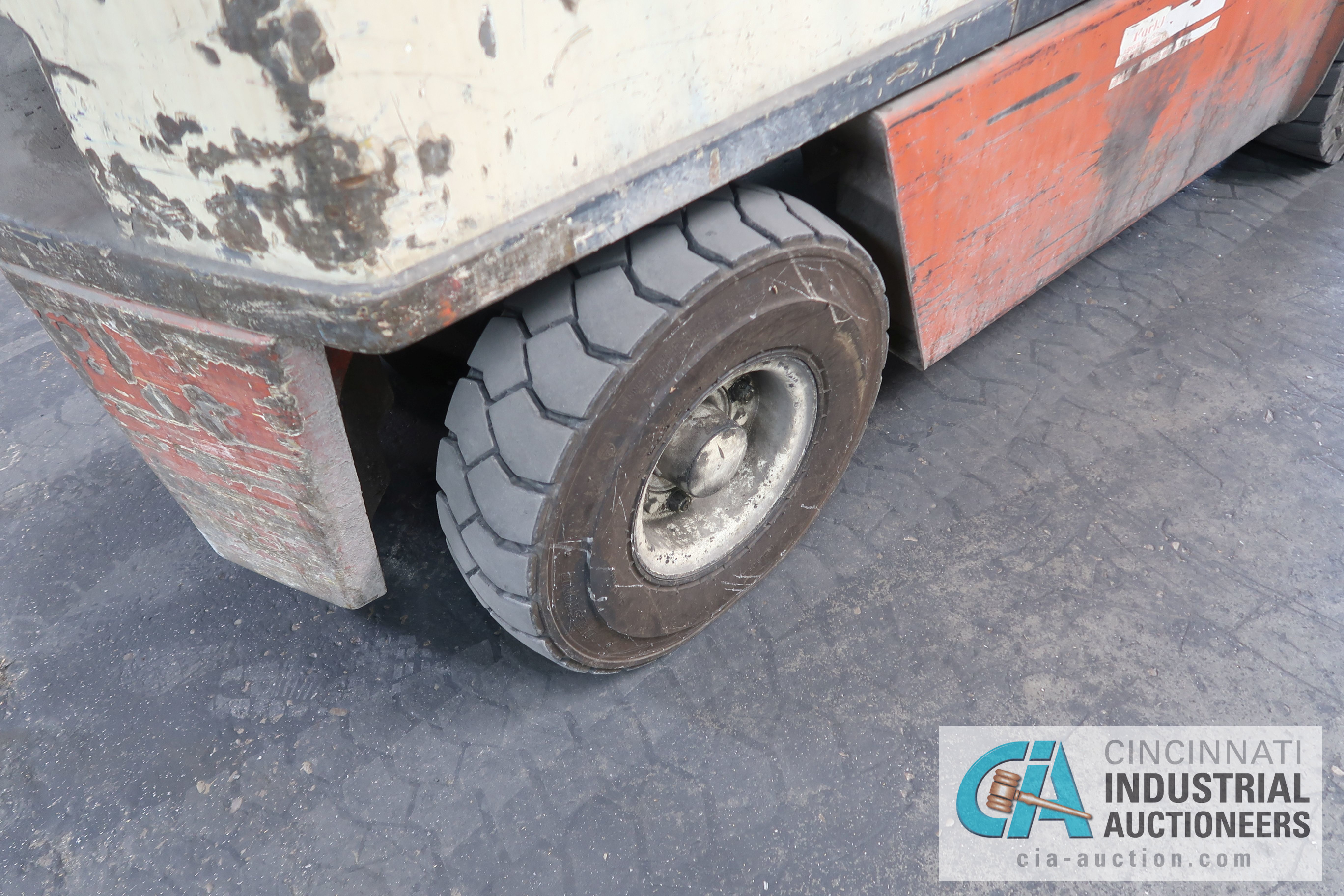 6,000 LB. CAPACITY NISSAN MODEL KUGH02A30V LP GAS, TWO STAGE MAST, SOLID PNEUMATIC TIRE LIFT - Image 9 of 14