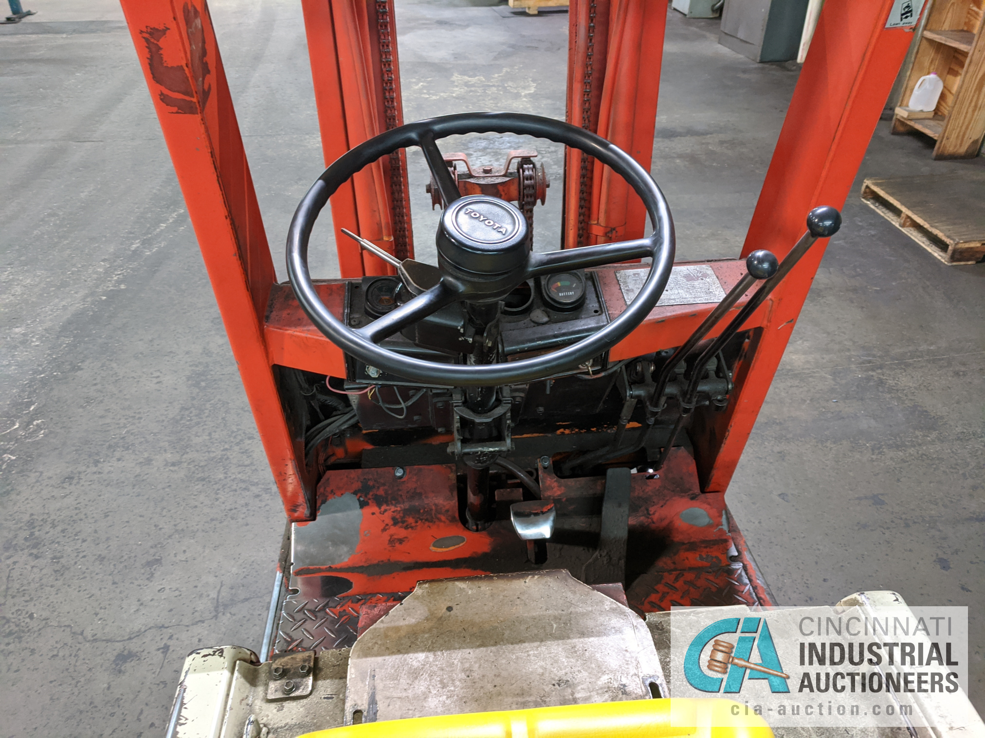 TOYOTA SIT-DOWN ELECTRIC LIFT TRUCK - Image 8 of 10