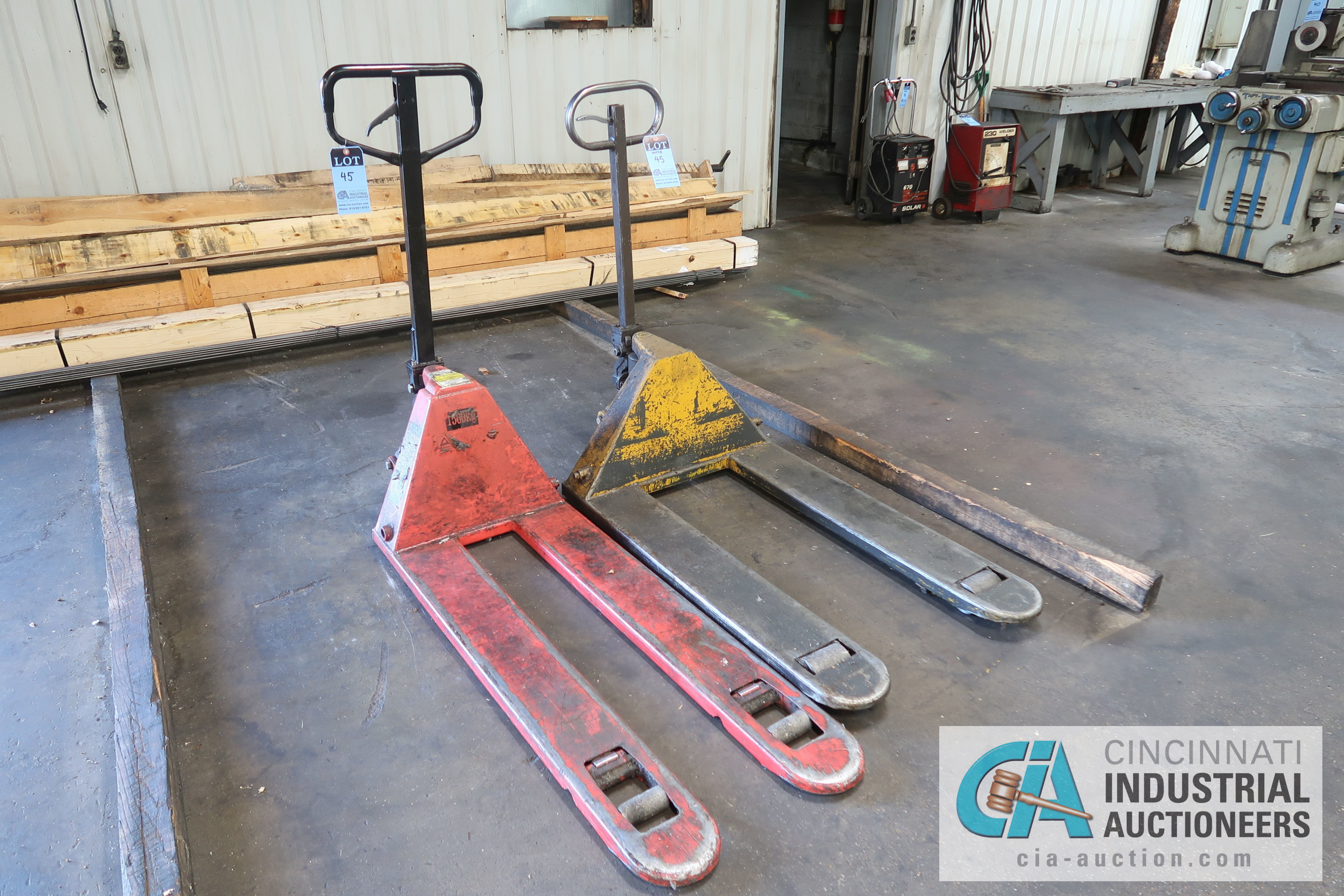 5,000 LB. AND 1,500 KG HAND HYDRAULIC PALLET TRUCKS