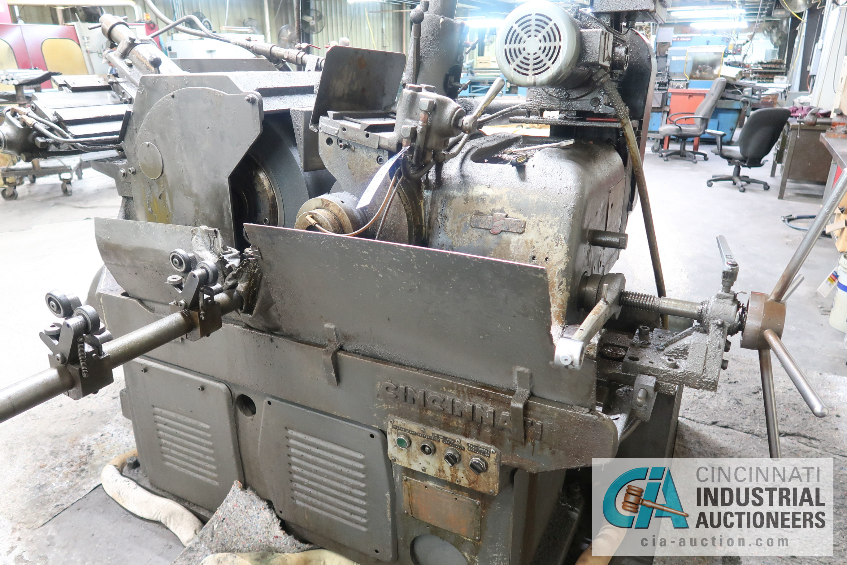 CINCINNATI MODEL 2 CENTERLESS GRINDER; S/N 2M2H1L-2160 WITH INFEED AND OUTFEED CONVEYORS