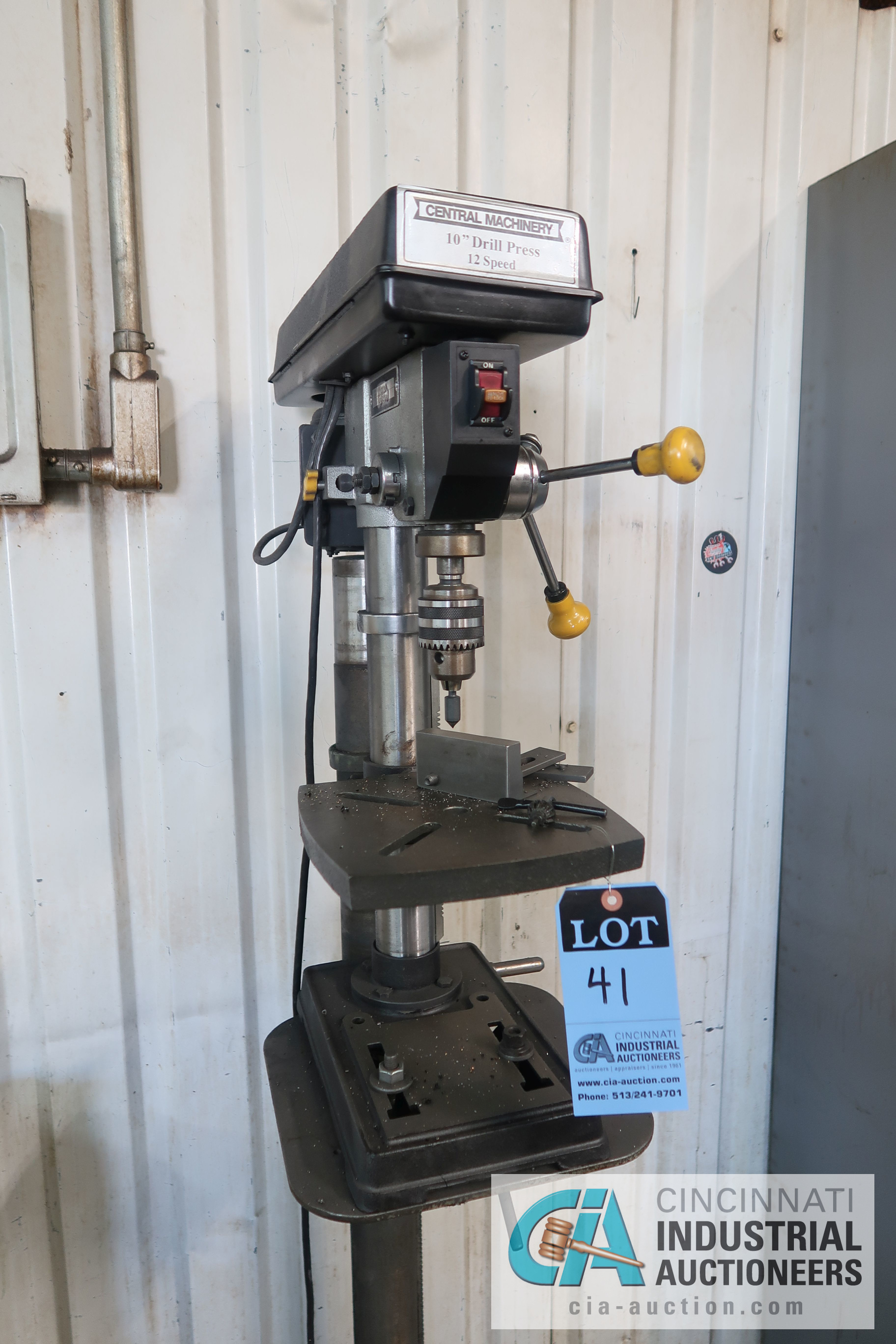 "Lot 41 - 10"" CENTRAL MACHINERY MODEL 1016B FLOOR DRILL; S/N 0937415"