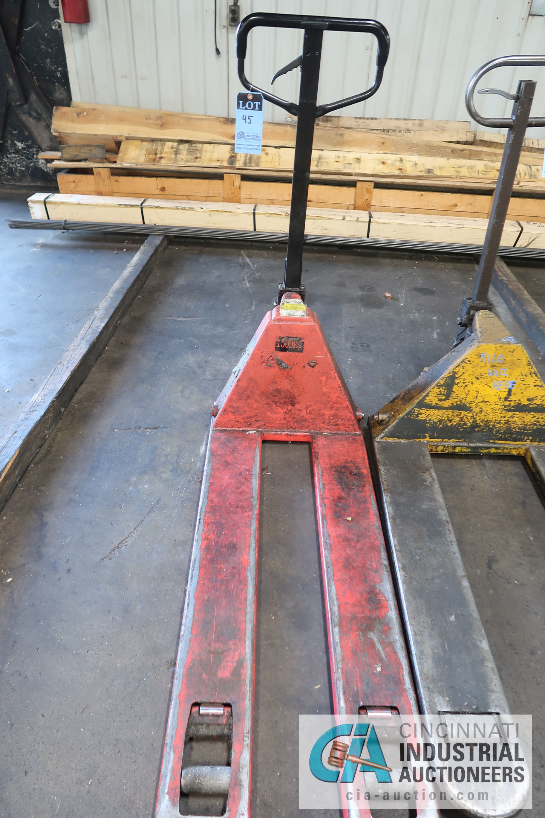 5,000 LB. AND 1,500 KG HAND HYDRAULIC PALLET TRUCKS - Image 2 of 3