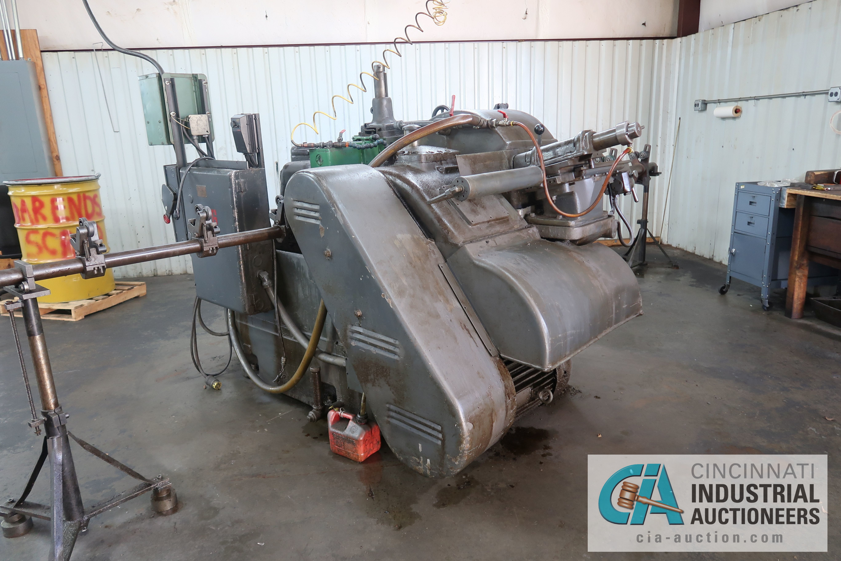 CINCINNATI MODEL 3 CENTERLESS GRINDER; S/N 3M3H5A-37 WITH INFEED AND OUTFEED CONVEYORS - Image 2 of 5