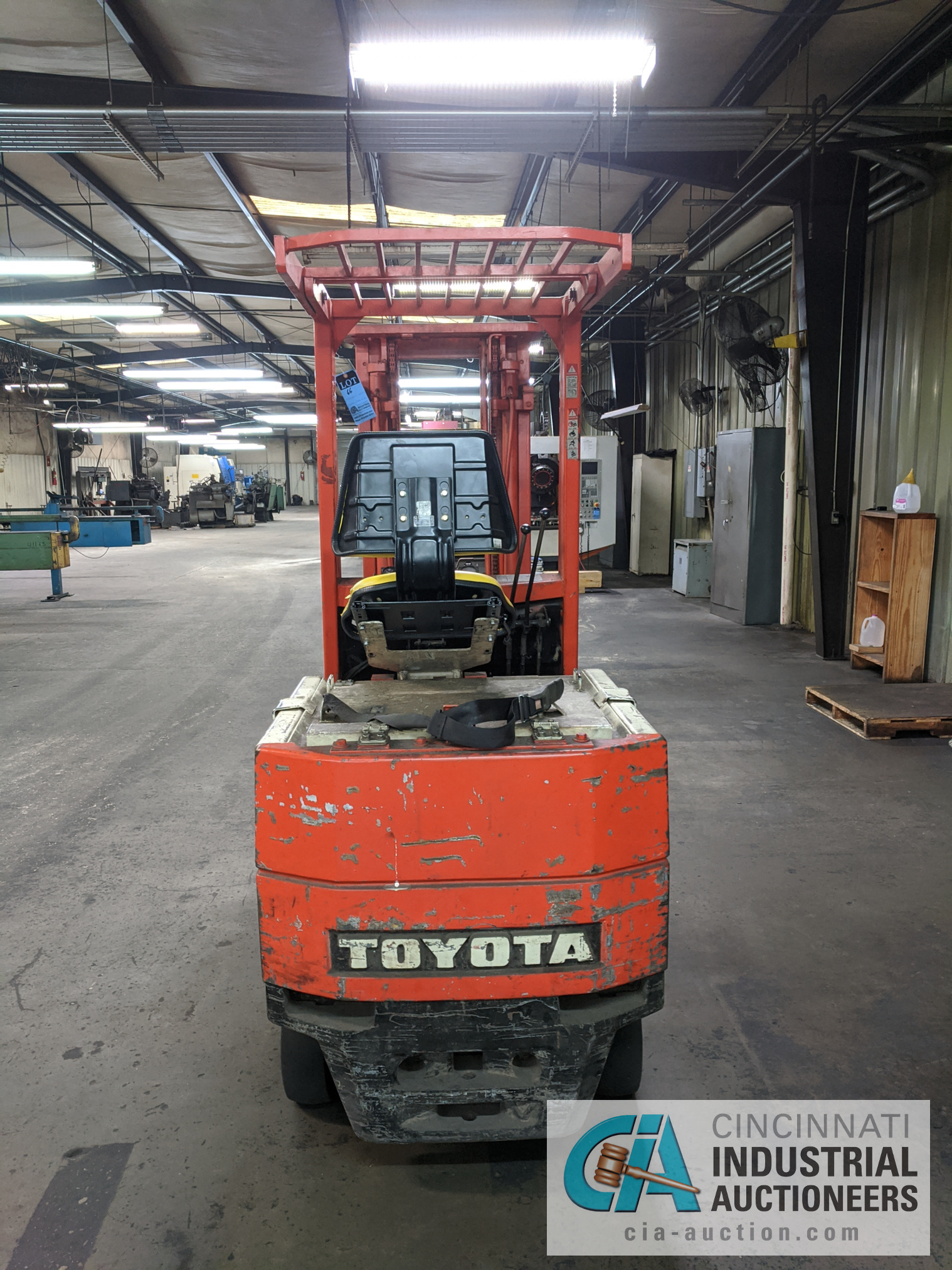 TOYOTA SIT-DOWN ELECTRIC LIFT TRUCK - Image 4 of 10