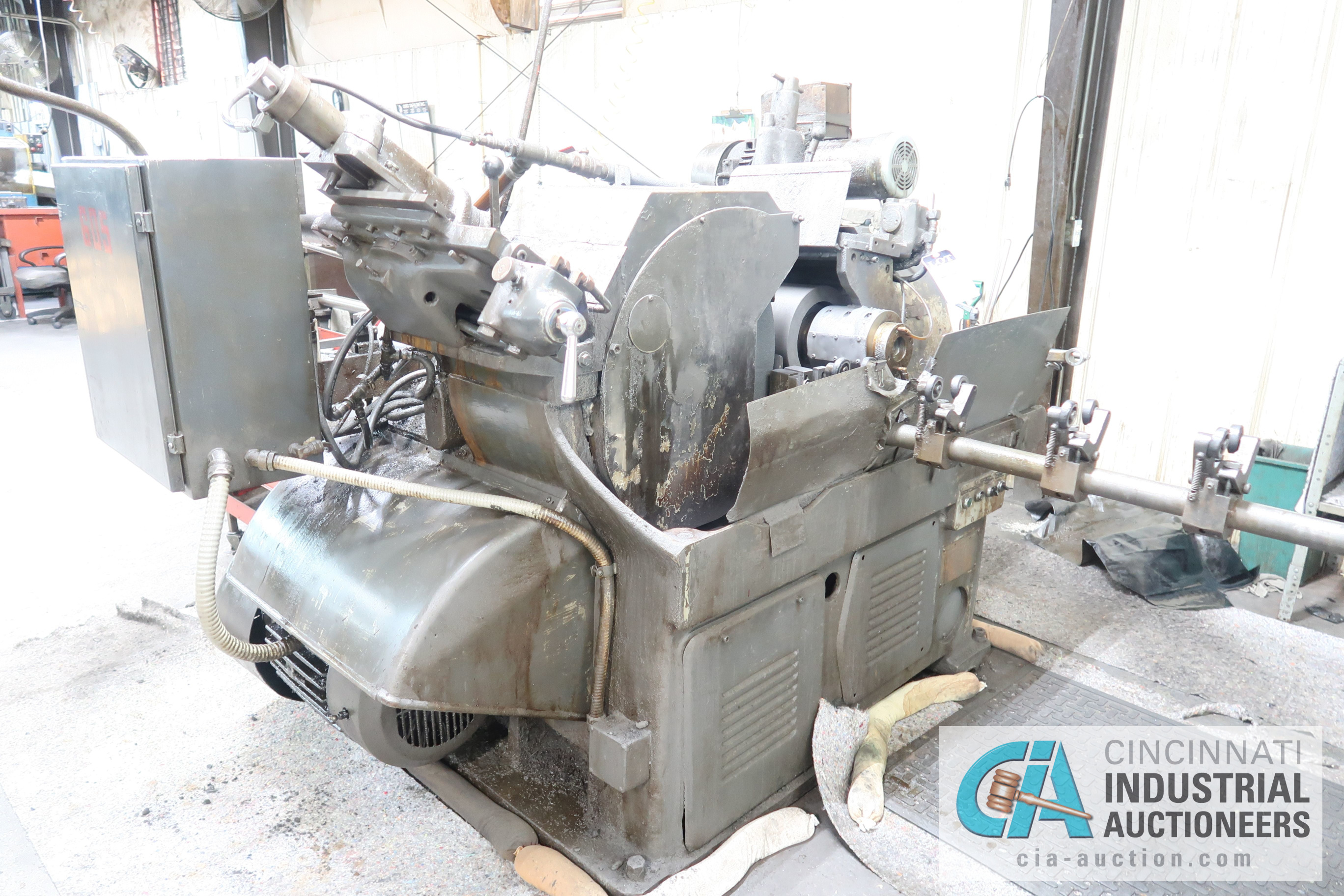 CINCINNATI MODEL 2 CENTERLESS GRINDER; S/N 2M2H1L-2160 WITH INFEED AND OUTFEED CONVEYORS - Image 2 of 6