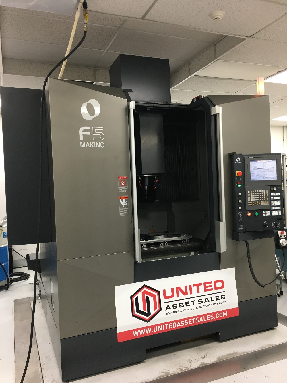 Lot 5 - 2013 MAKINO F5 VERTICAL MACHINING CENTER, 20,000 RPM SPINDLE