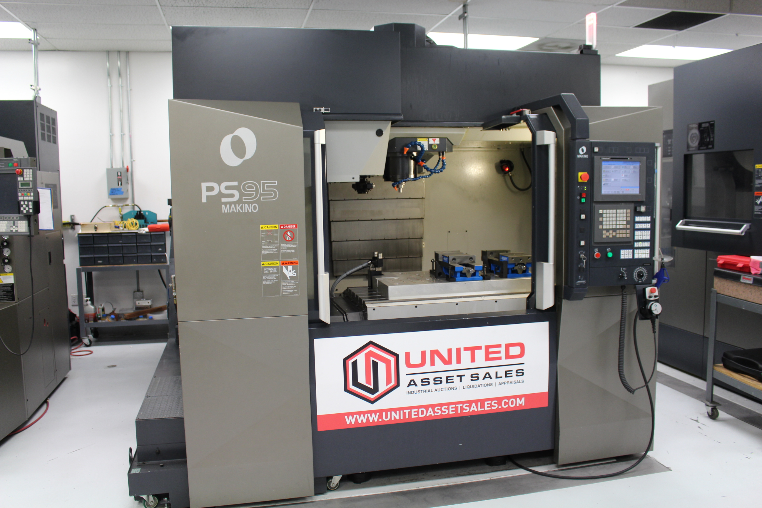 Lot 6 - 2011 MAKINO PS95 VERTICAL MACHINING CENTER, 14,000 RPM SPINDLE