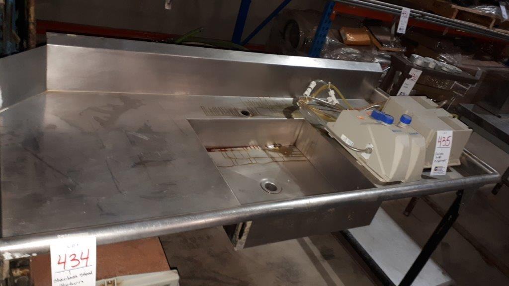 Lot 434 - Stainless steel return & sink