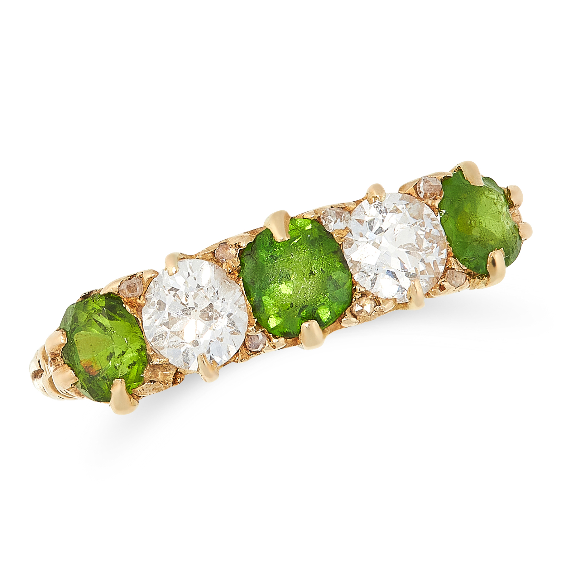 AN ANTIQUE DEMANTOID GARNET AND DIAMOND RING in high carat yellow gold, set with five alternating