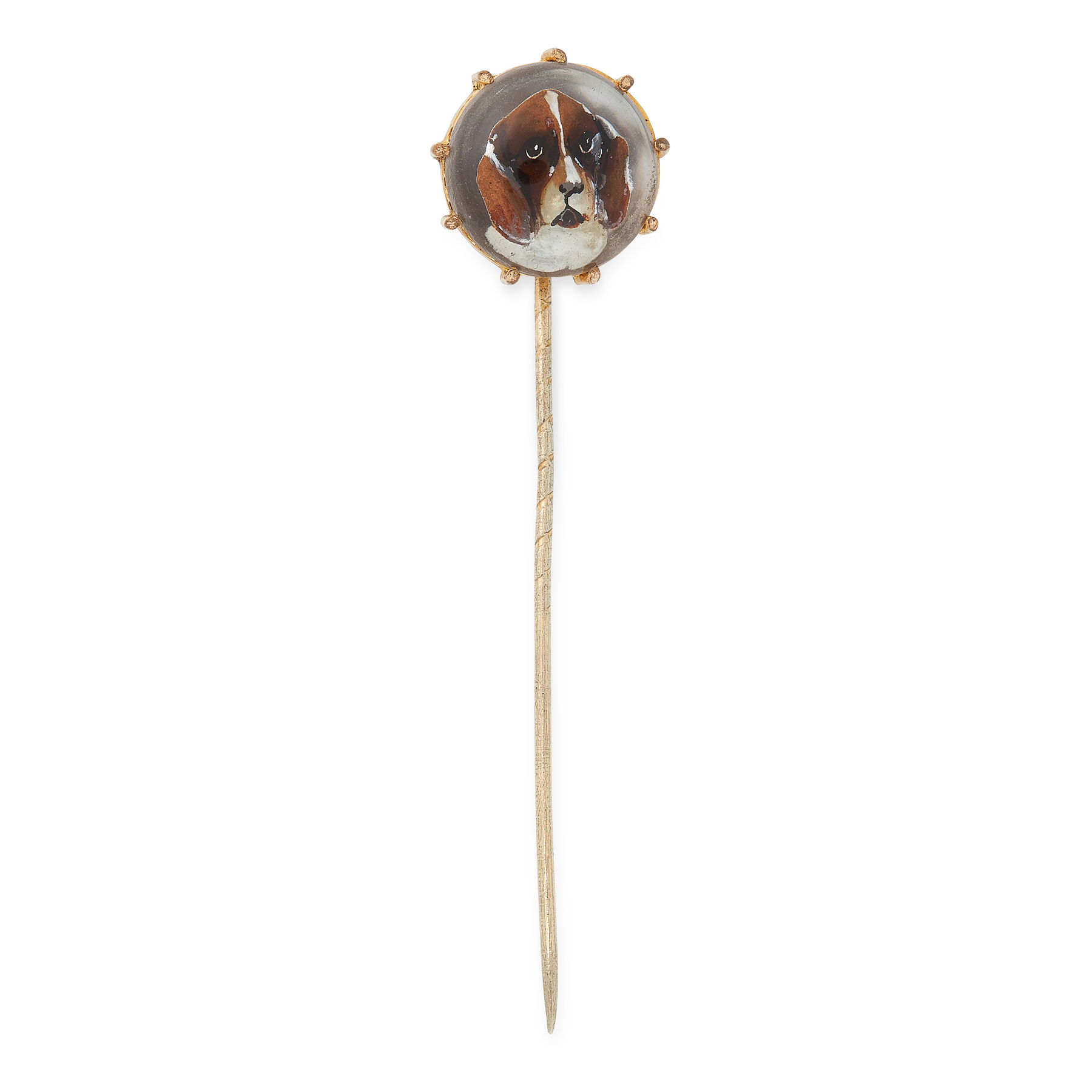 AN ANTIQUE ESSEX CRYSTAL DOG TIE PIN in yellow gold, set with a circular reverse carved cameo