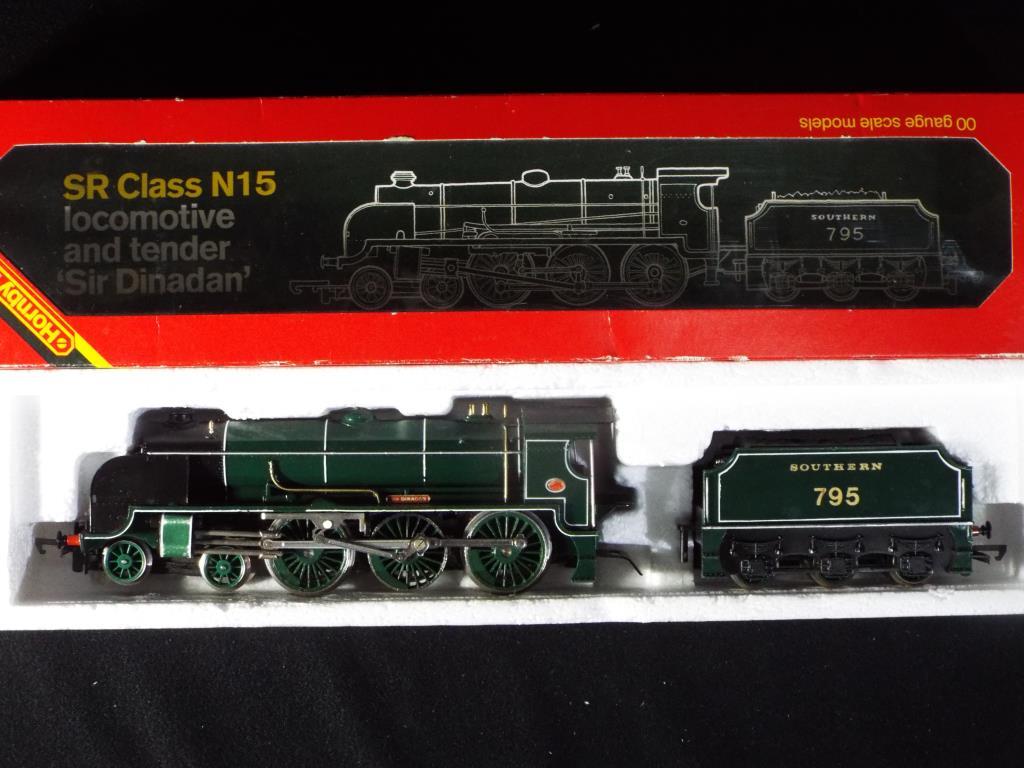 Lot 28 - Model Railways - Hornby - a boxed steam locomotive and tender R154 OO gauge 4-6-0 Sir Dinadan,