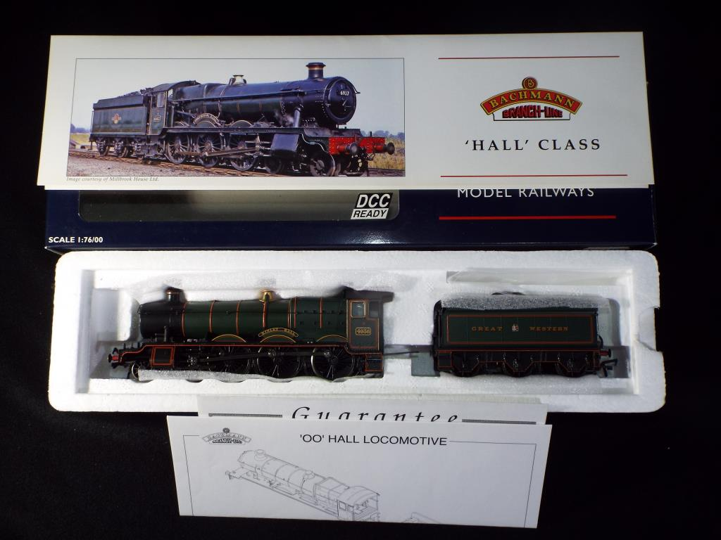 Lot 37 - Bachmann - A boxed OO Gauge DCC Ready No.32-003 Hall Class 4-6-0 Steam Locomotive and Tender. Op.No.
