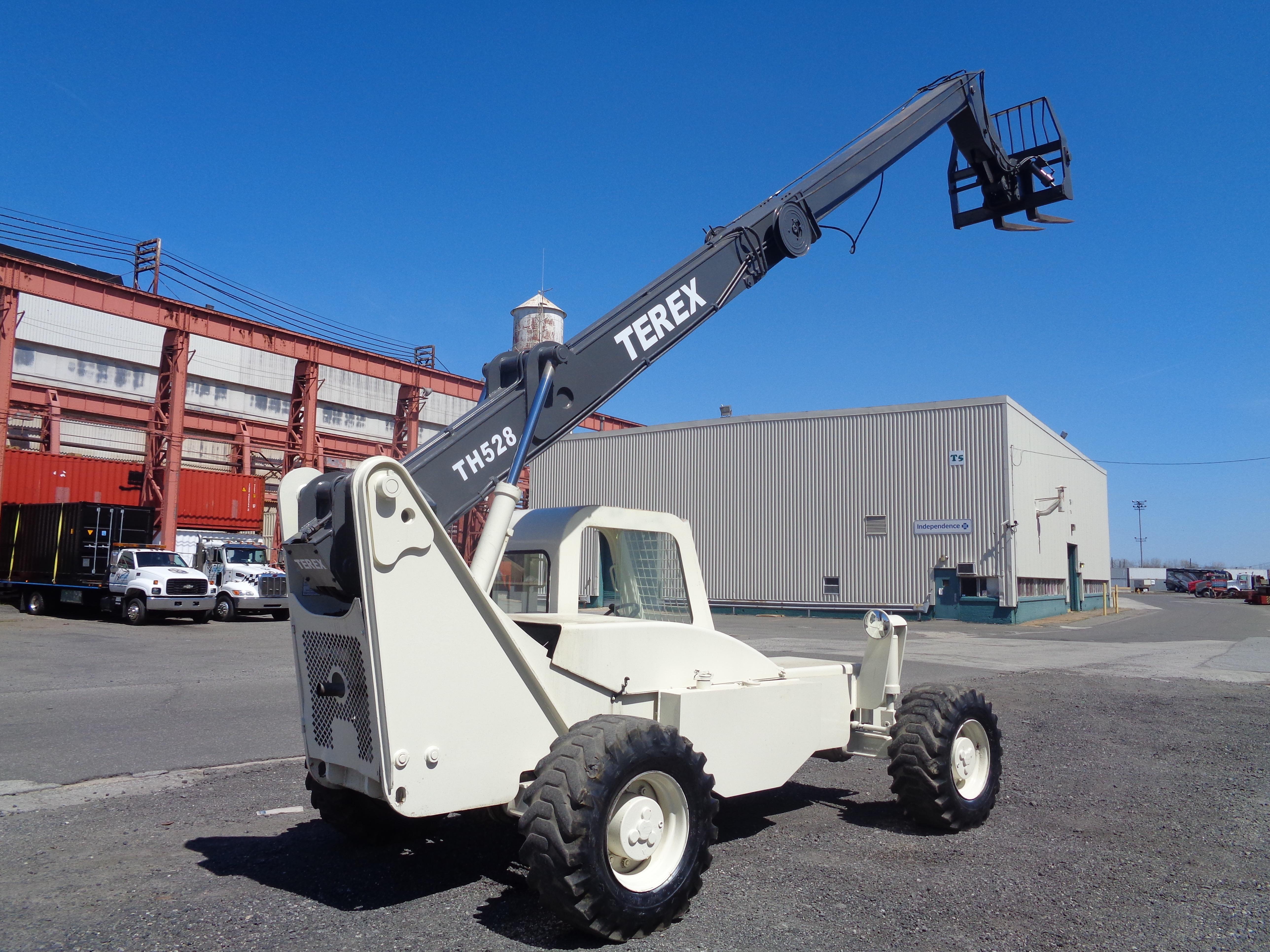 Lot 32 - Terex TH528 Telescopic Forklift