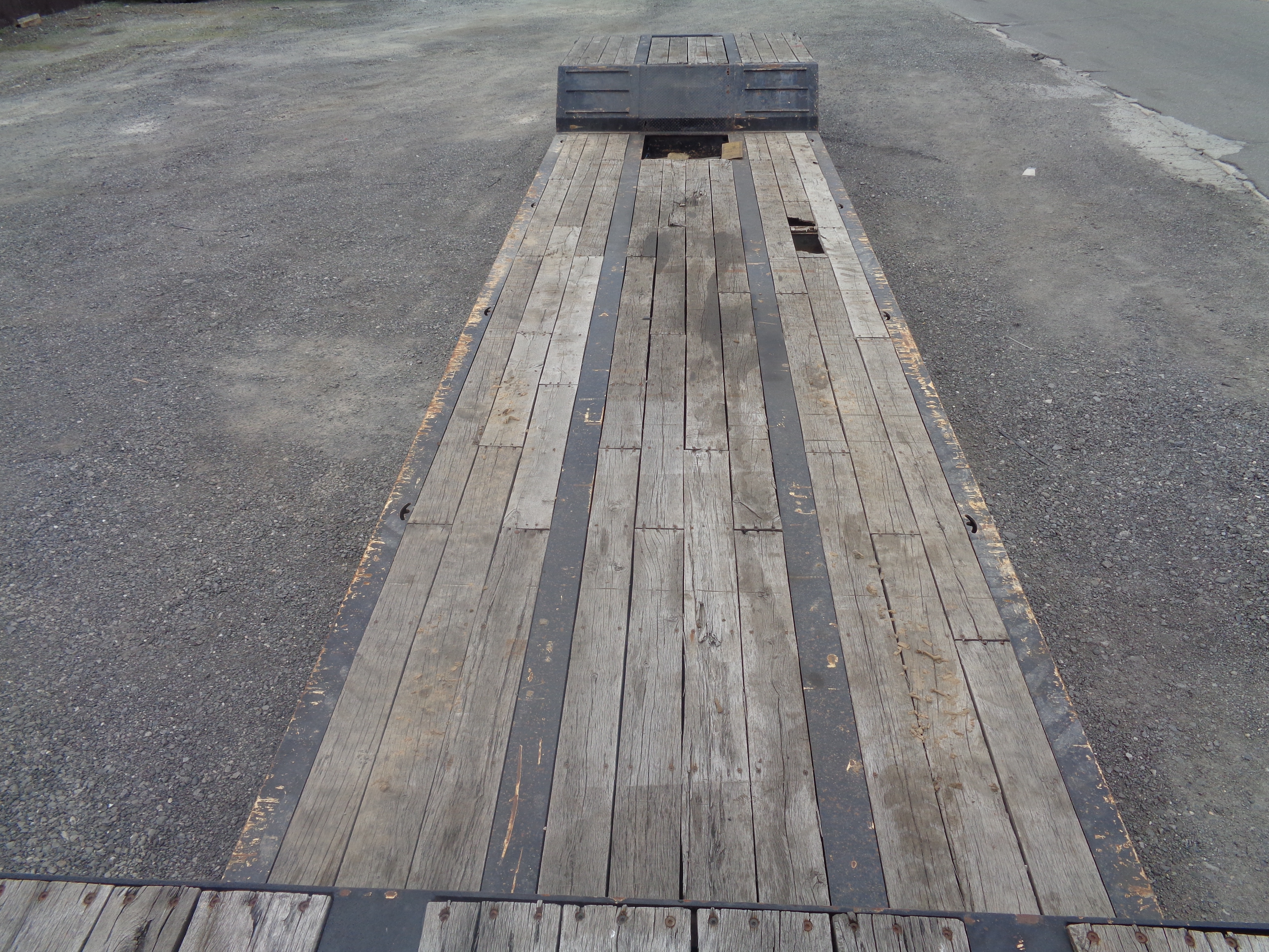 Lot 50 - 2005 Specialized XL601FG RGN Lowboy Equipment Flatbed Trailer