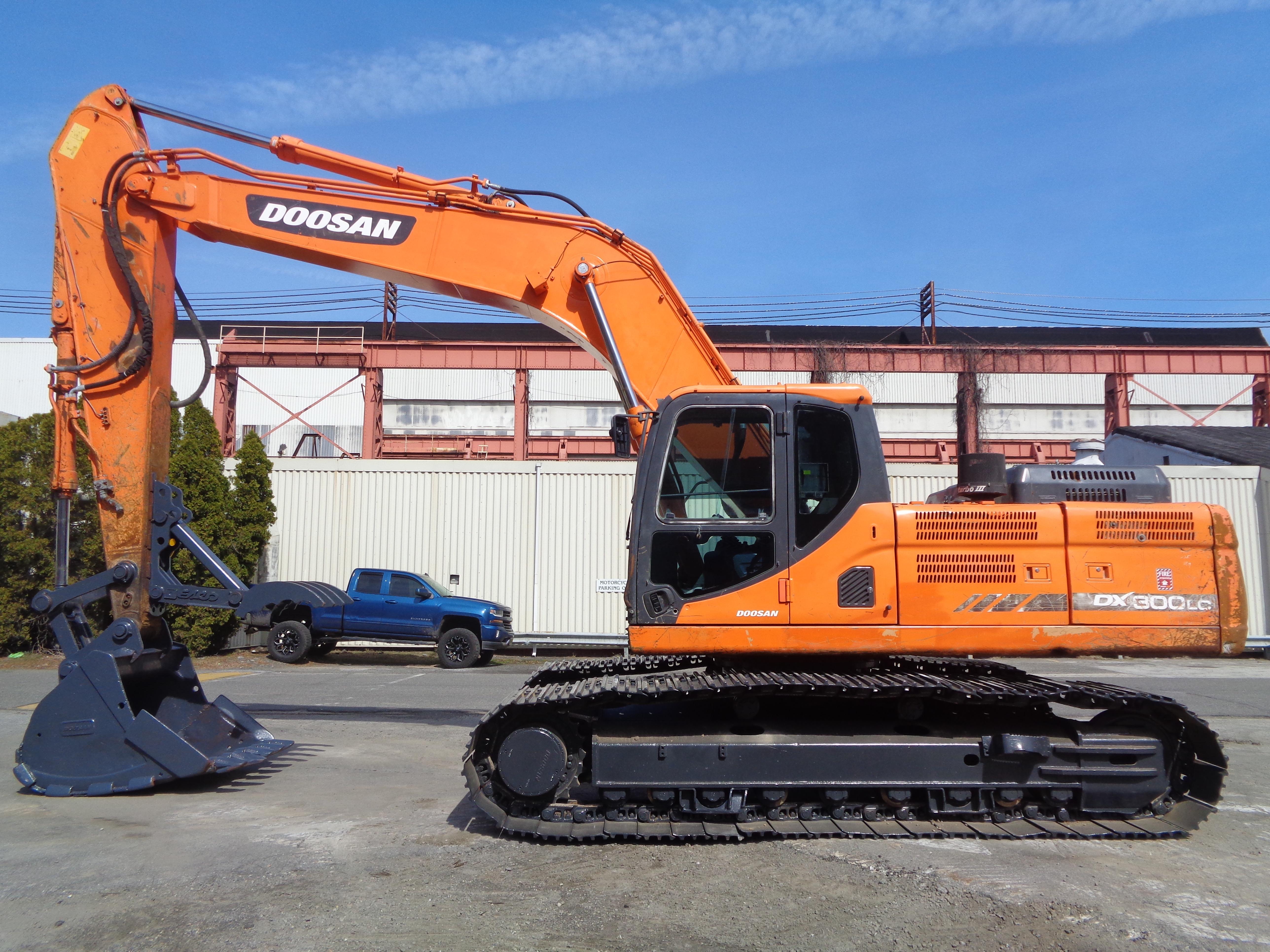Lot 4 - 2013 Doosan DX300LC-3 Excavator