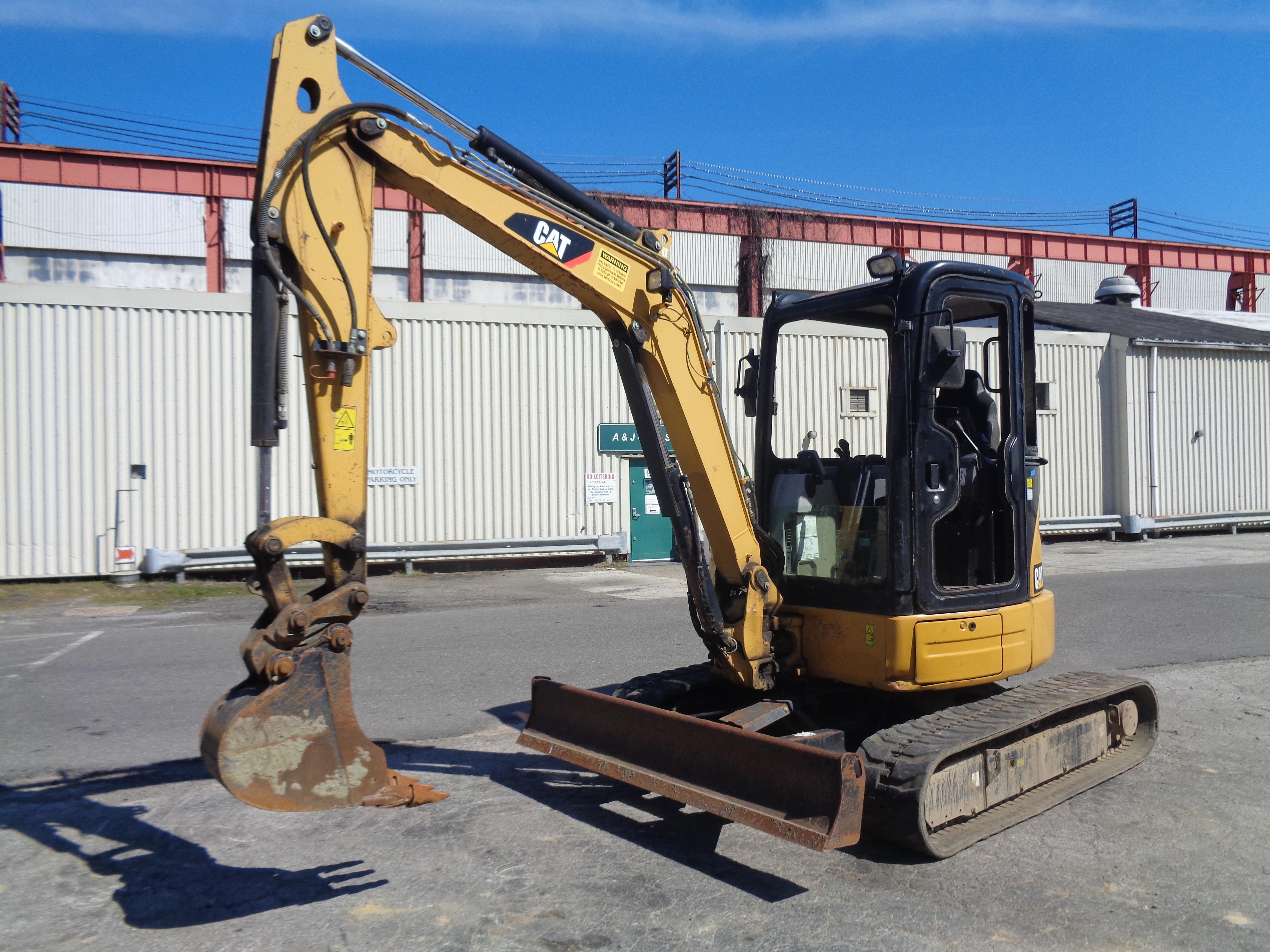 Lot 23 - 2012 Caterpillar 304E Excavator