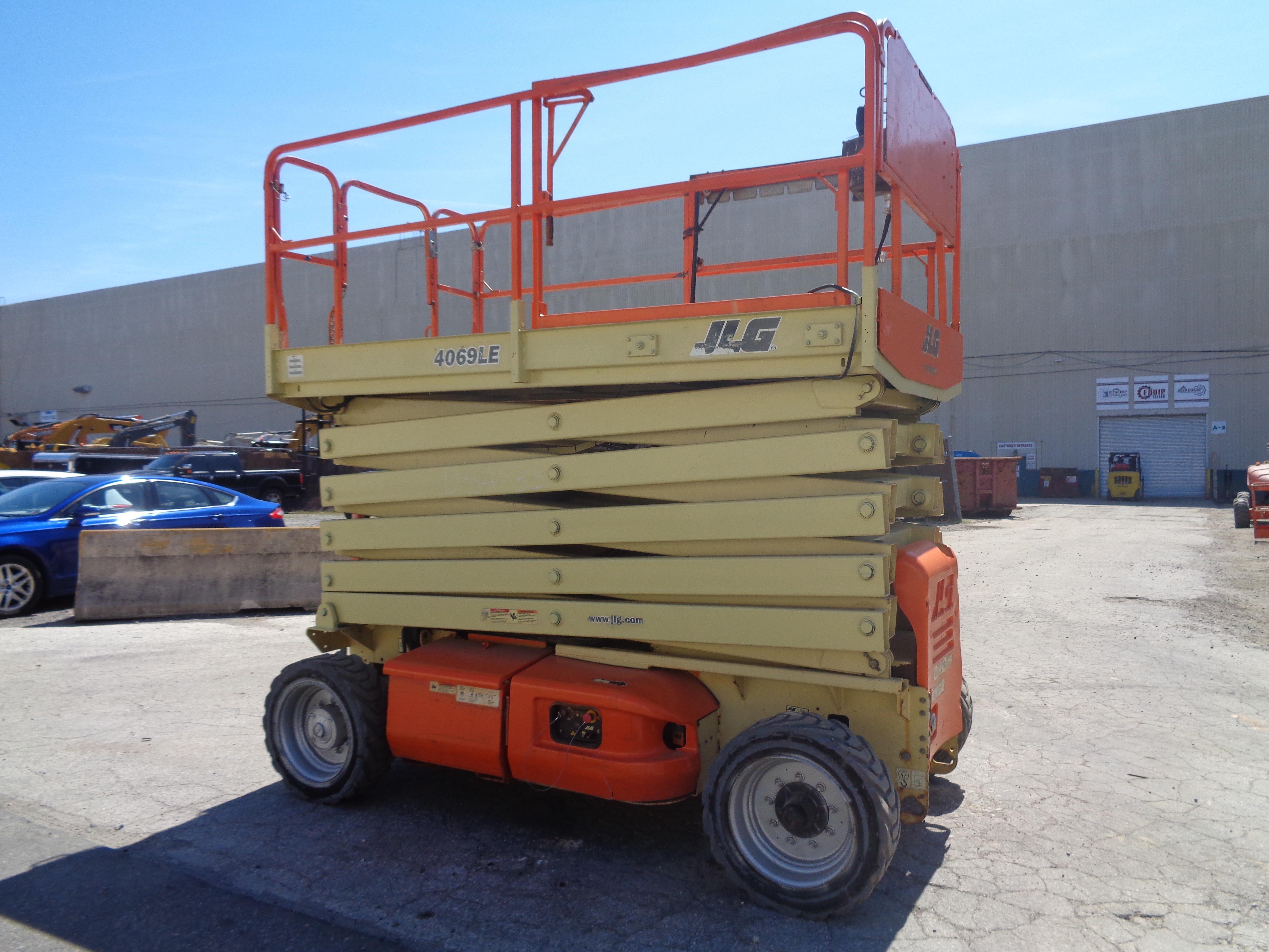Lot 25 - JLG 4069LE Scissor Lift