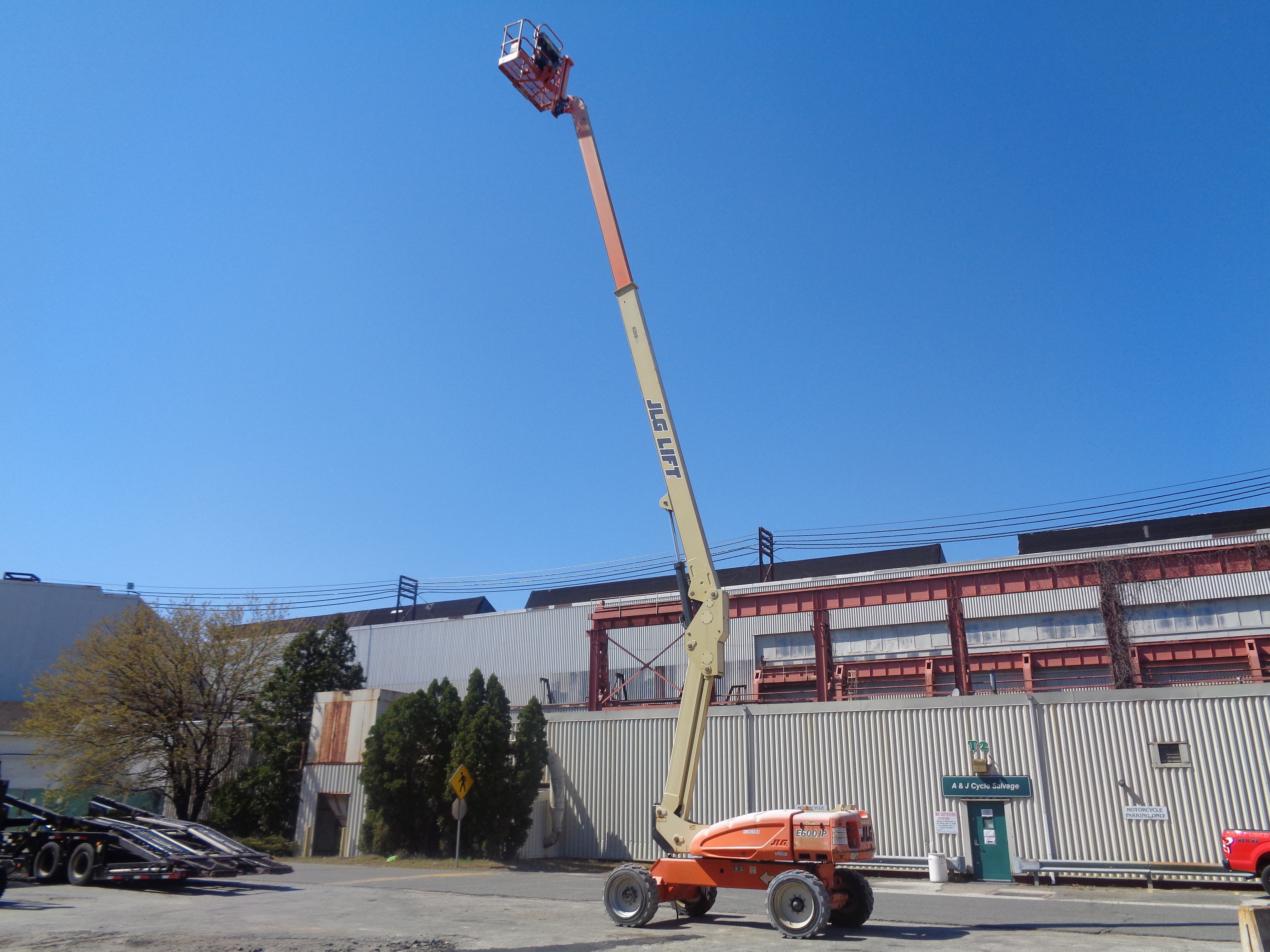 Lot 16 - 2010 JLG E600JP 60ft Boom Lift