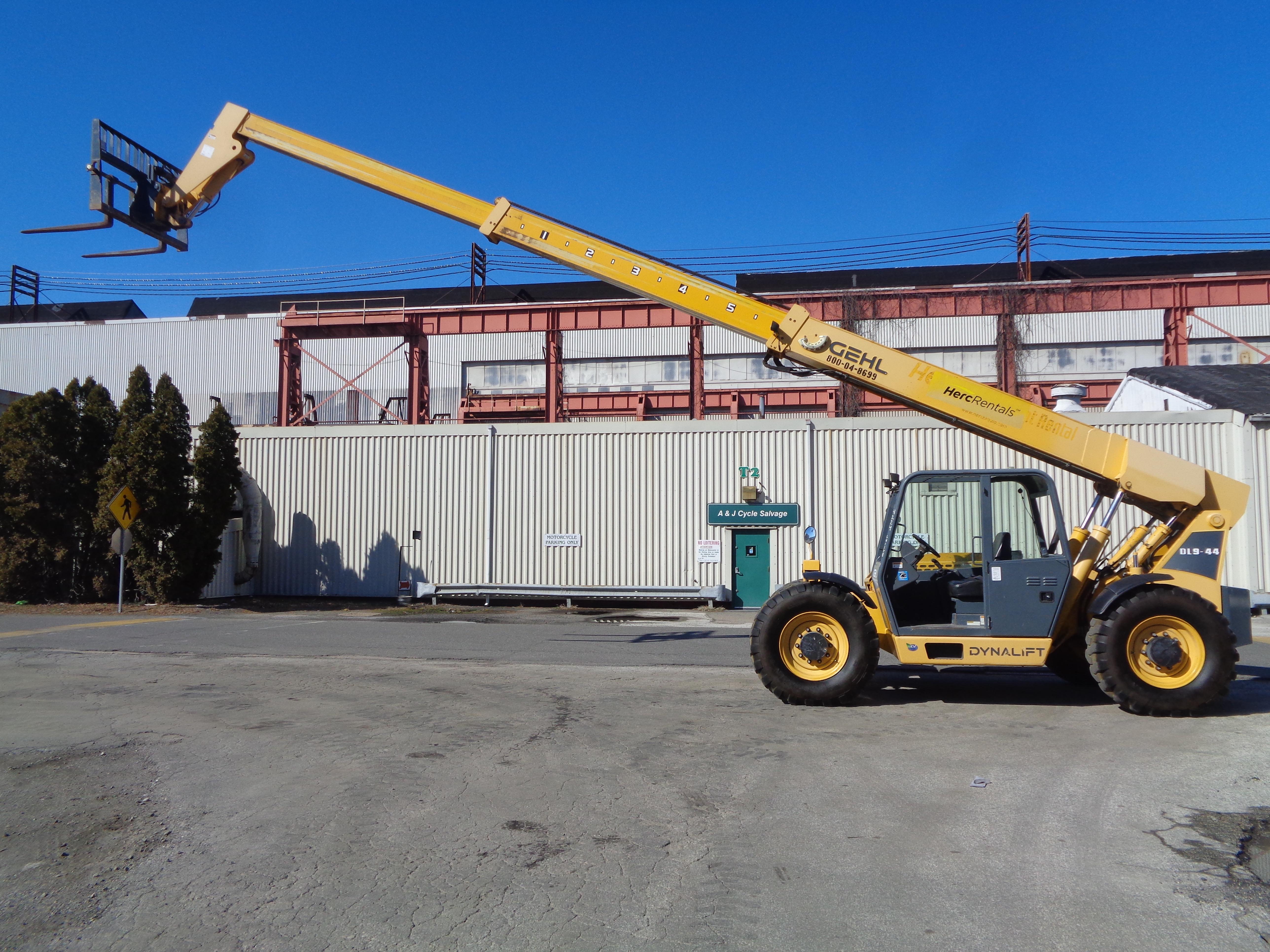 Lot 5 - 2015 Gehl DL9-44 9,000lb Telescopic Forklift