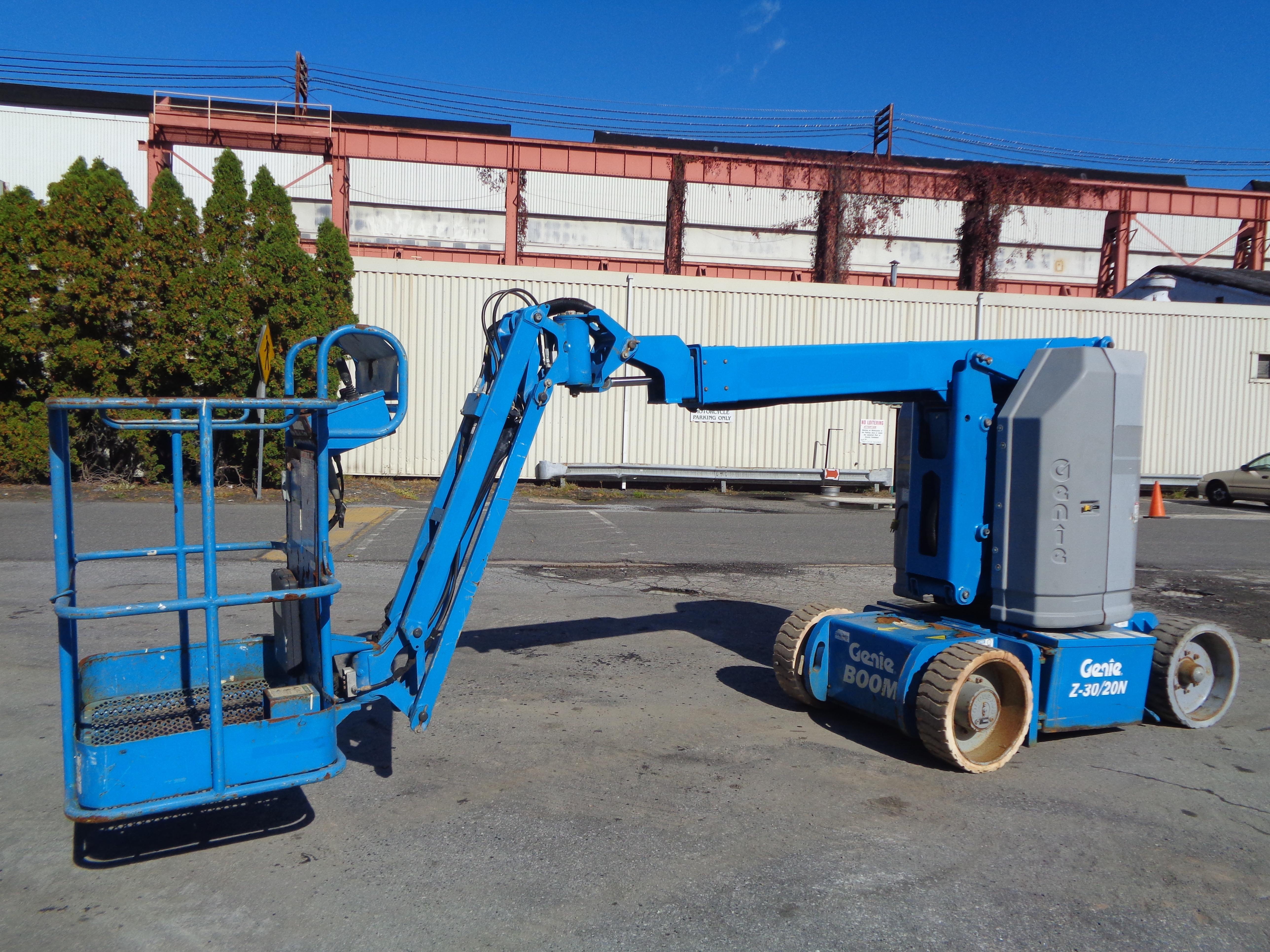 Lot 13 - 2011 Genie Z30 20N Boom Lift
