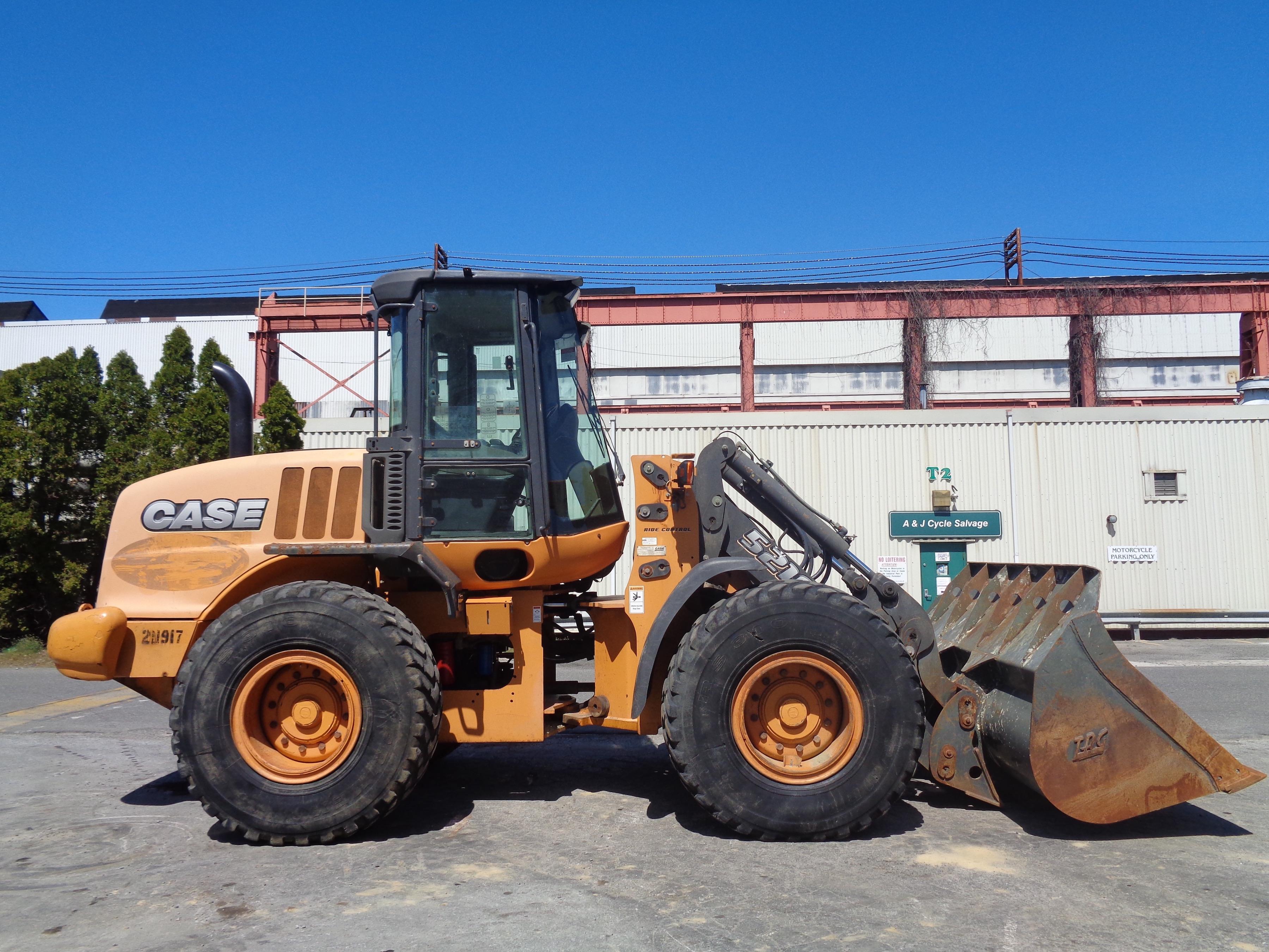 Lot 26 - 2013 Case 512E Wheel Loader