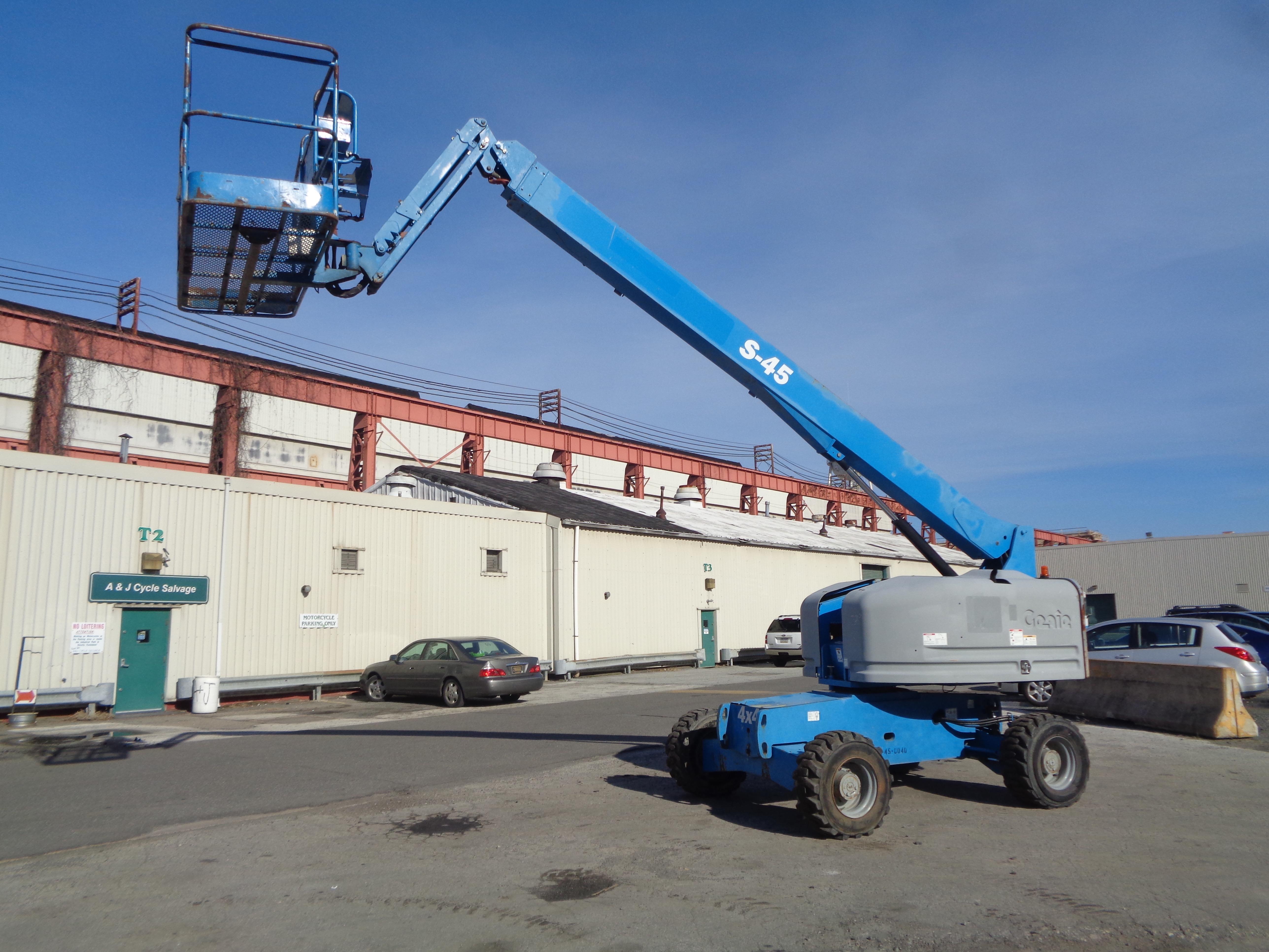Lot 17 - 2013 Genie S45 45FT Boom Lift