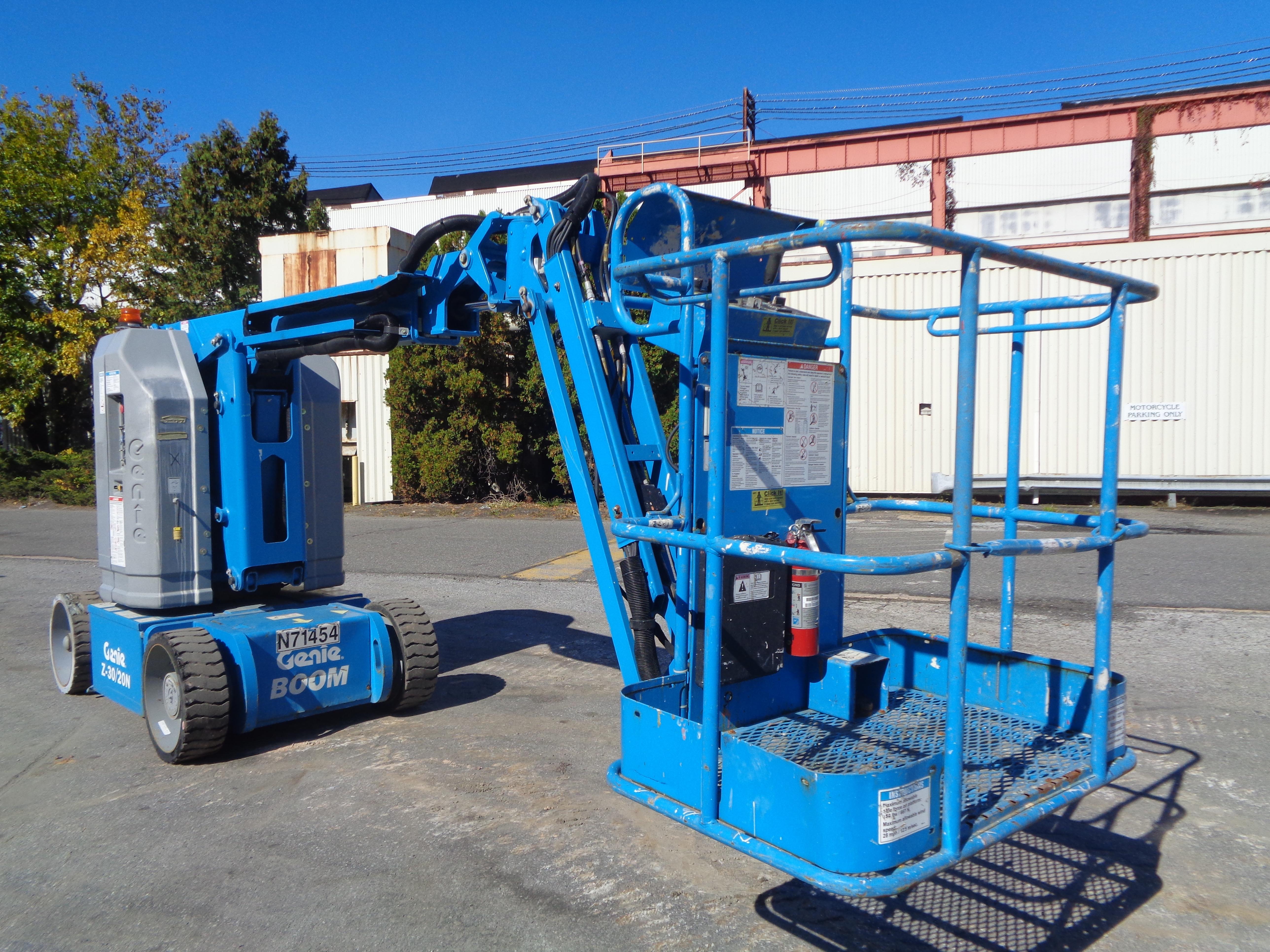 Lot 22 - 2011 Genie Z30/20N RJ Boom Lift