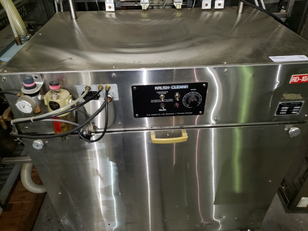 Kalish inline bottle cleaner, model B-CL, cleans by dry air blast and vacuum assist, set up for 4 - Image 7 of 10