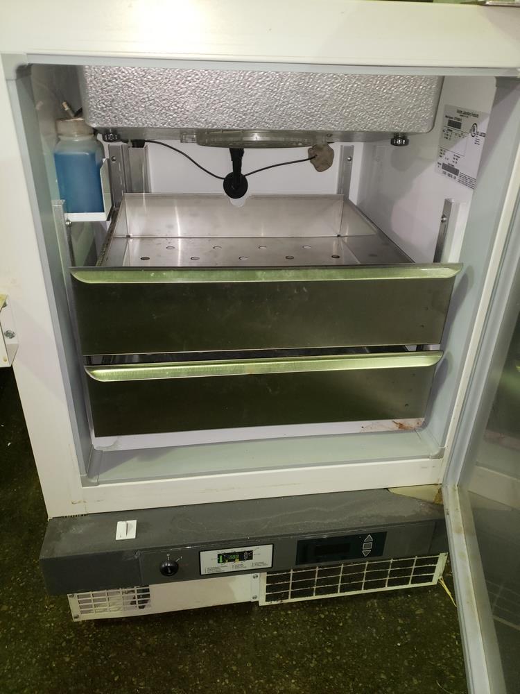 Revco refrigerator, model UFP430A18, R134a refrigerant, 115 volt, serial# U18N-100240-UN. - Image 6 of 9