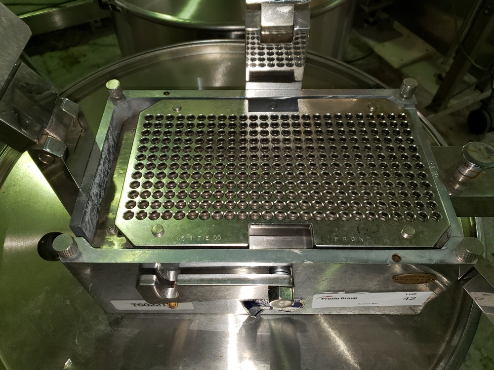 Chemical and Pharmaceutical Industry Co. 301/821 bench-top, manual capsule filler with stainless - Image 3 of 13
