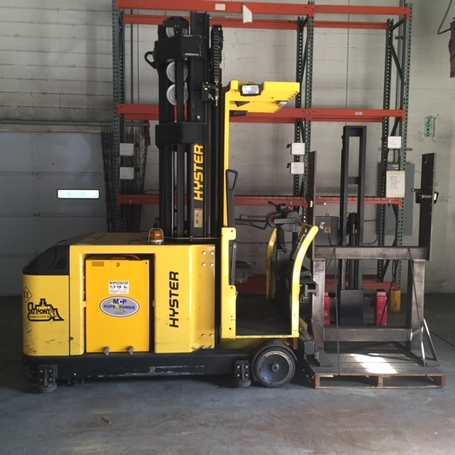 Lot 2 - 2003 ELECTRIC HYSTER V30XMU ELECTRIC MAN UP SWING REACH TURRET