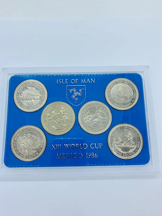 Lot 5 - An Isle of Man XIII World Cup Mexico 1986 Crown set