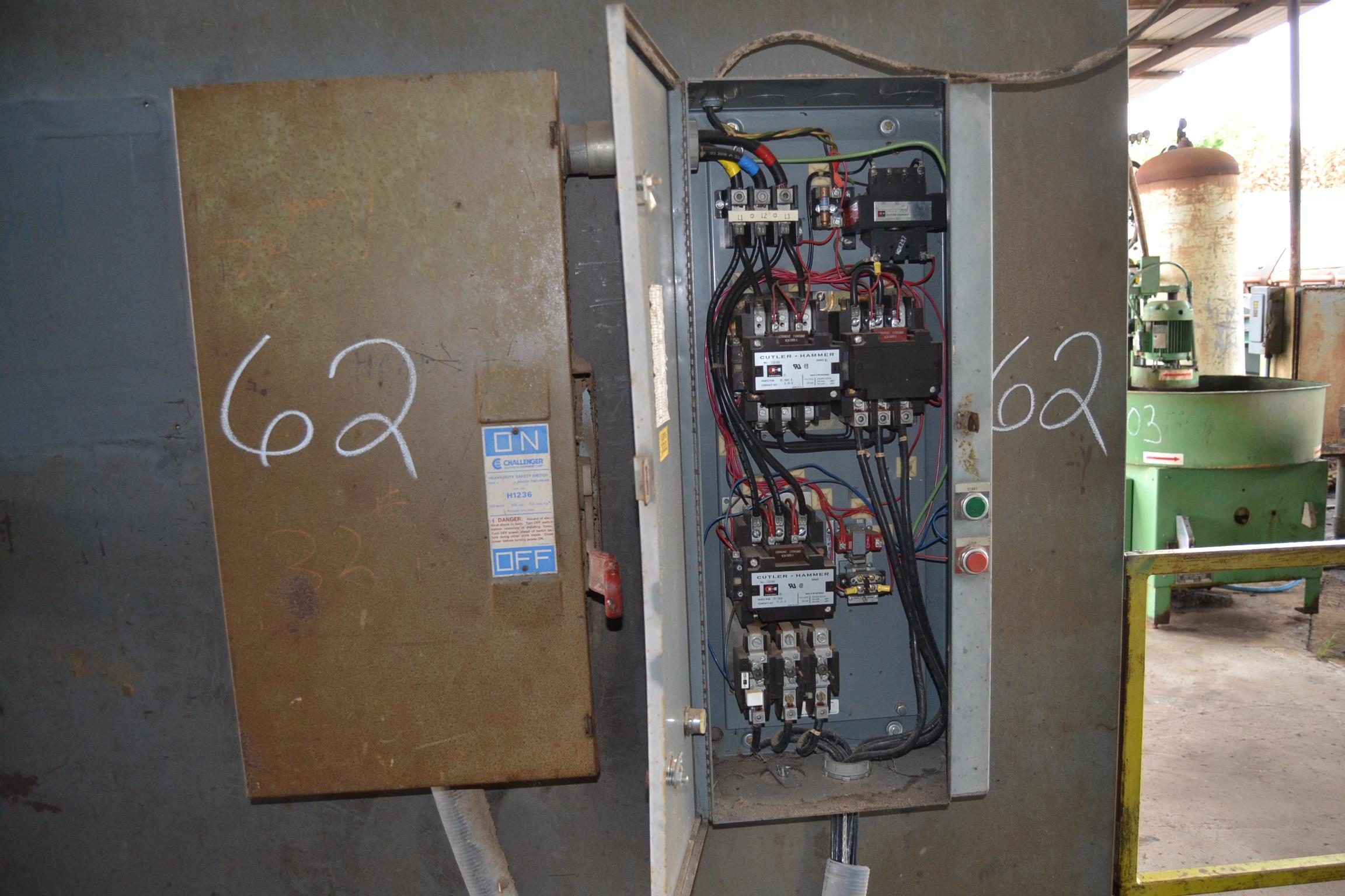 Lot 62 - CUTLER HAMMER 150 HP REDUCED VOLTAGE STARTER W/ 200 AMP DISC W/ CONTROL BOX W/ (1) ALLEN BRADLEY