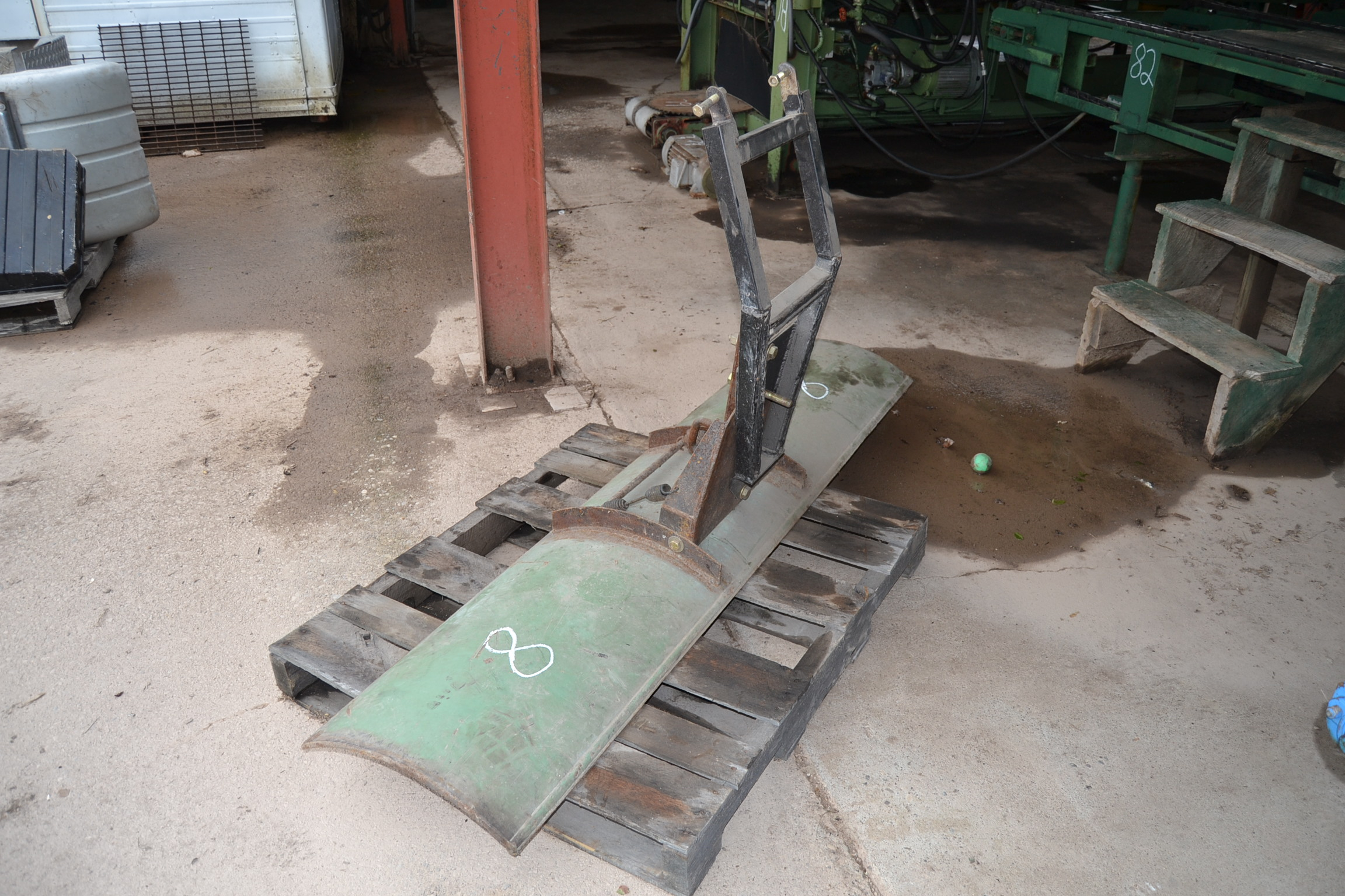 Lot 8 - SCRAPER BLADE FOR SMALL TRACTOR