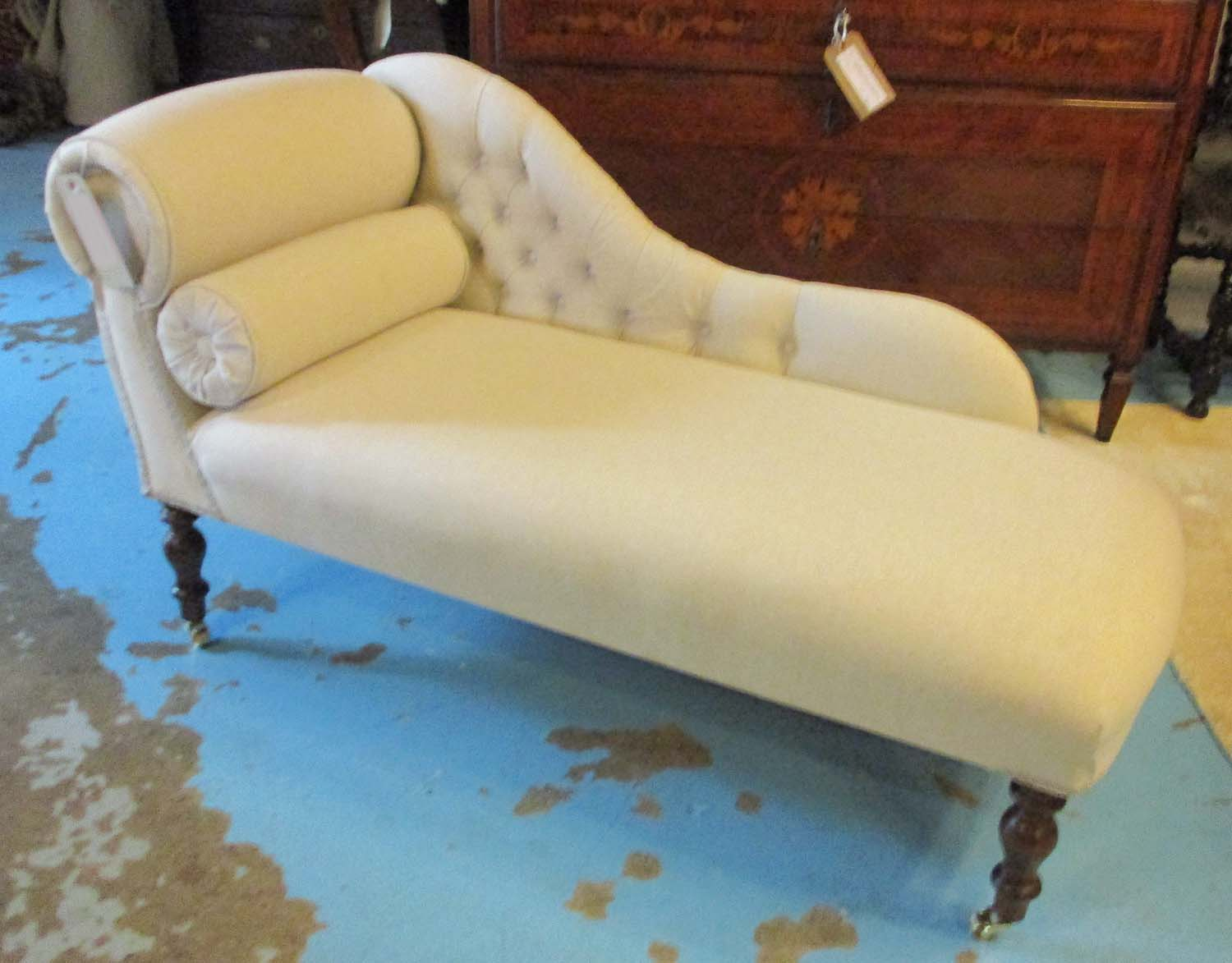 Window seat in the form of a miniature chaise longue with for Chaise longue window seat