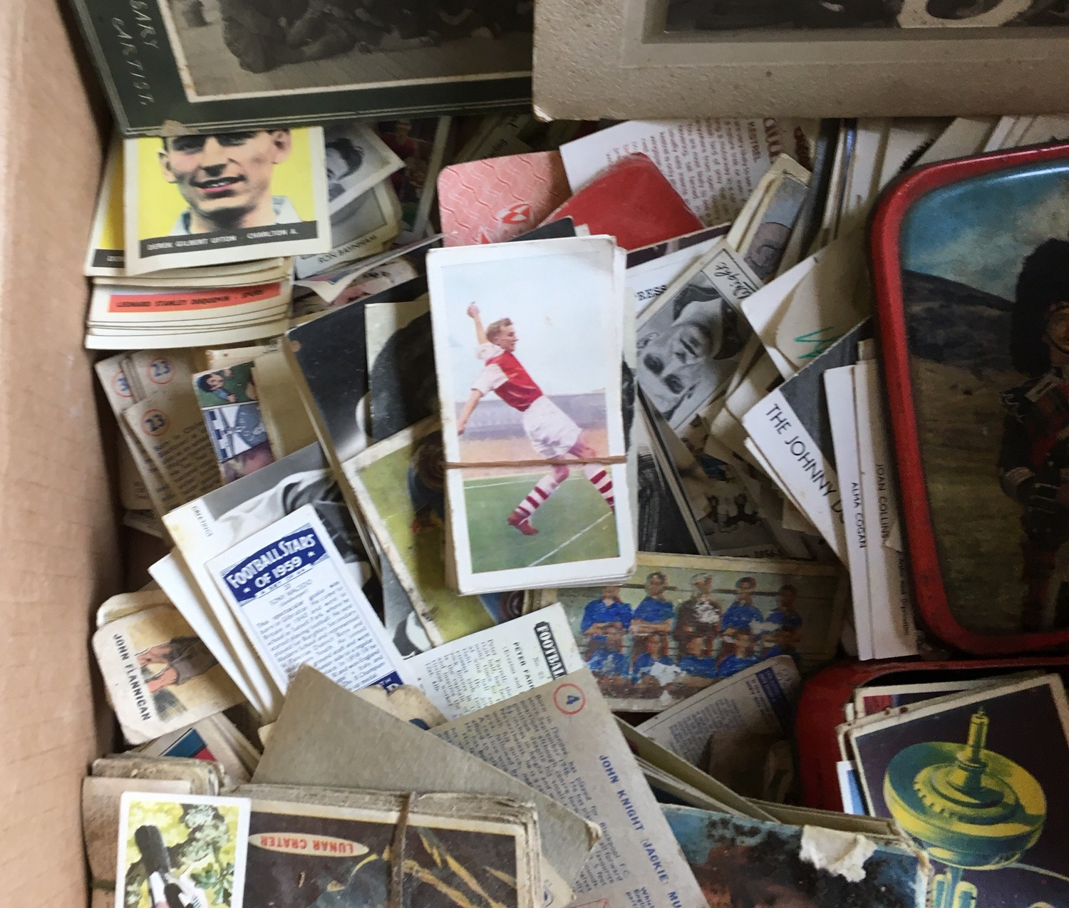 Lot 6 - Lot of Ephemera - Cigarette Cards etc.