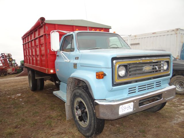 Lot 1291  1976 Chevy Grain Truck 54 208 Miles  366 V8 Eng