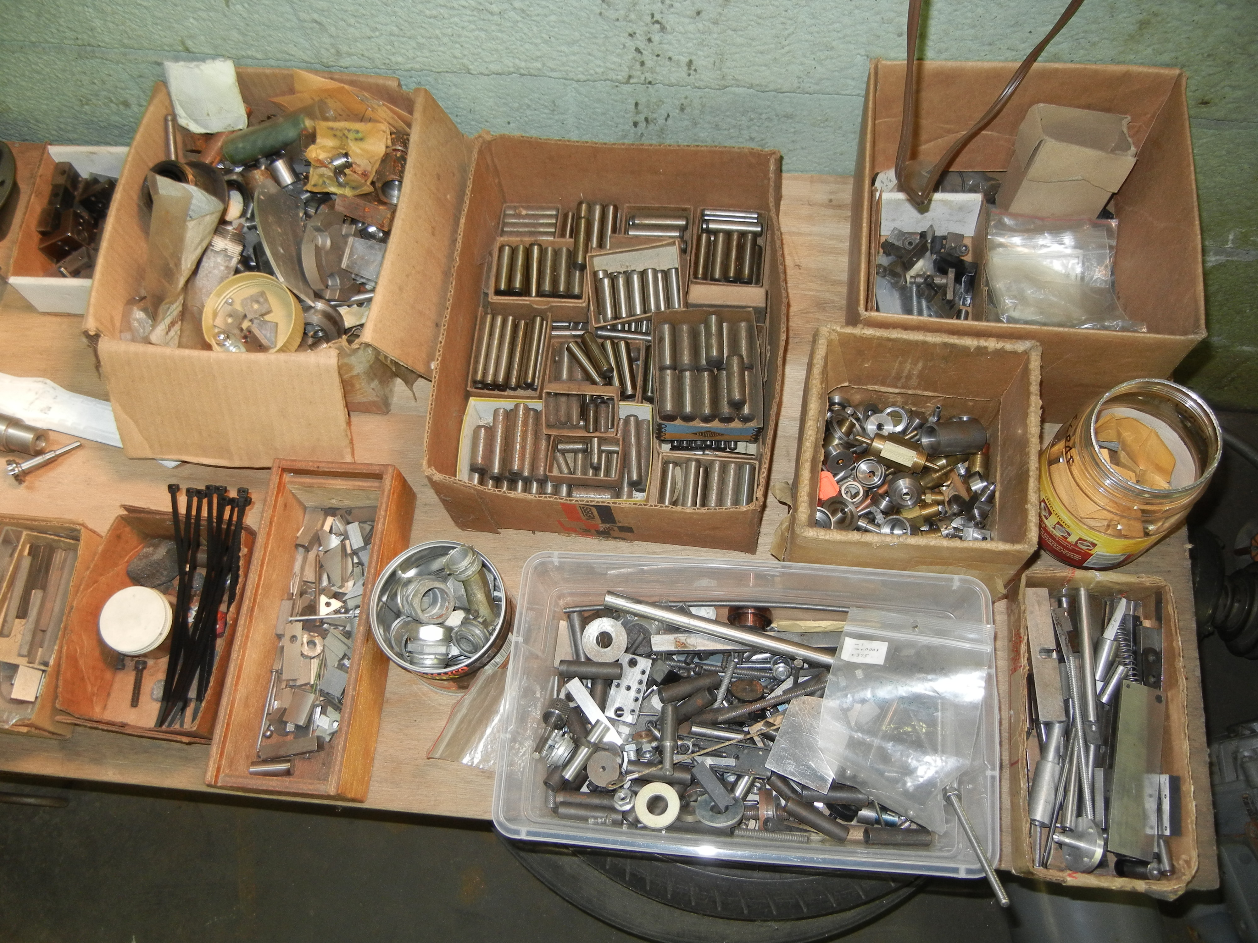 Table top and below, nuts, bolts, pins and misc items - Image 2 of 3