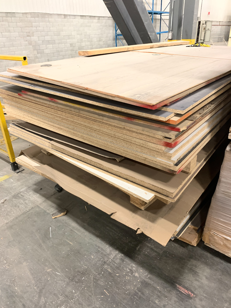 LOT OF ASSORTED PARTICLE BOARDS, MDF, PLYWOOD, ETC (+/- 18 BUNDLES( - Image 3 of 5
