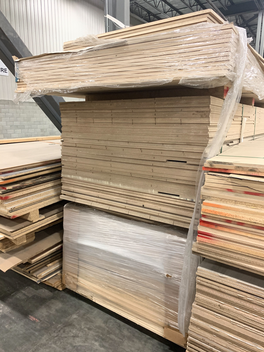 LOT OF ASSORTED PARTICLE BOARDS, MDF, PLYWOOD, ETC (+/- 18 BUNDLES( - Image 2 of 5